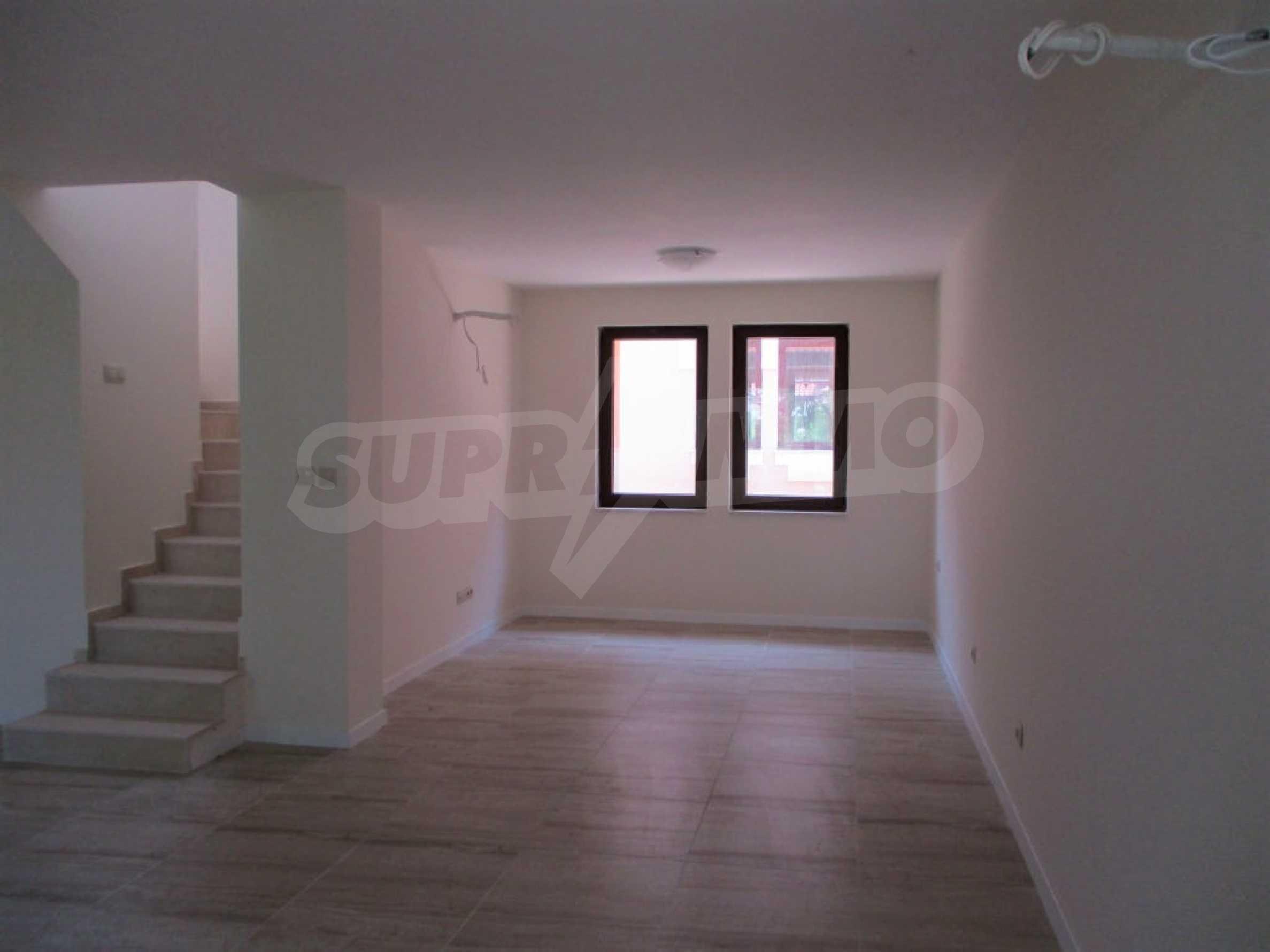 ПРОМО цени! Напълно завършена или нова къща в строеж на 100 метра от плажа 34