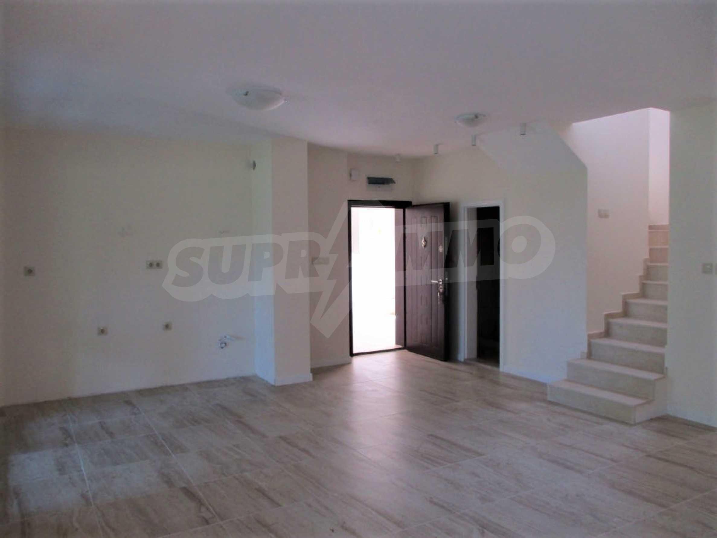 ПРОМО цени! Напълно завършена или нова къща в строеж на 100 метра от плажа 36