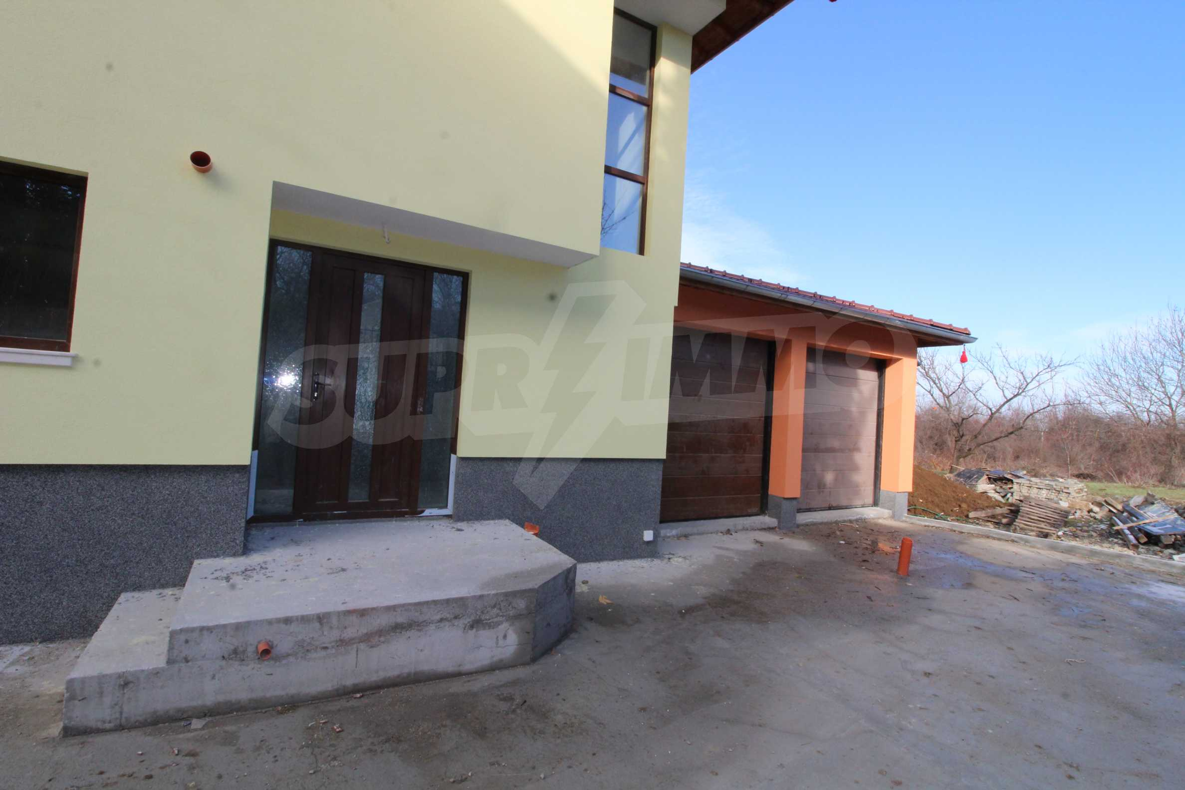 Newly built two-storey house with two garages in Dragizhevo village 66