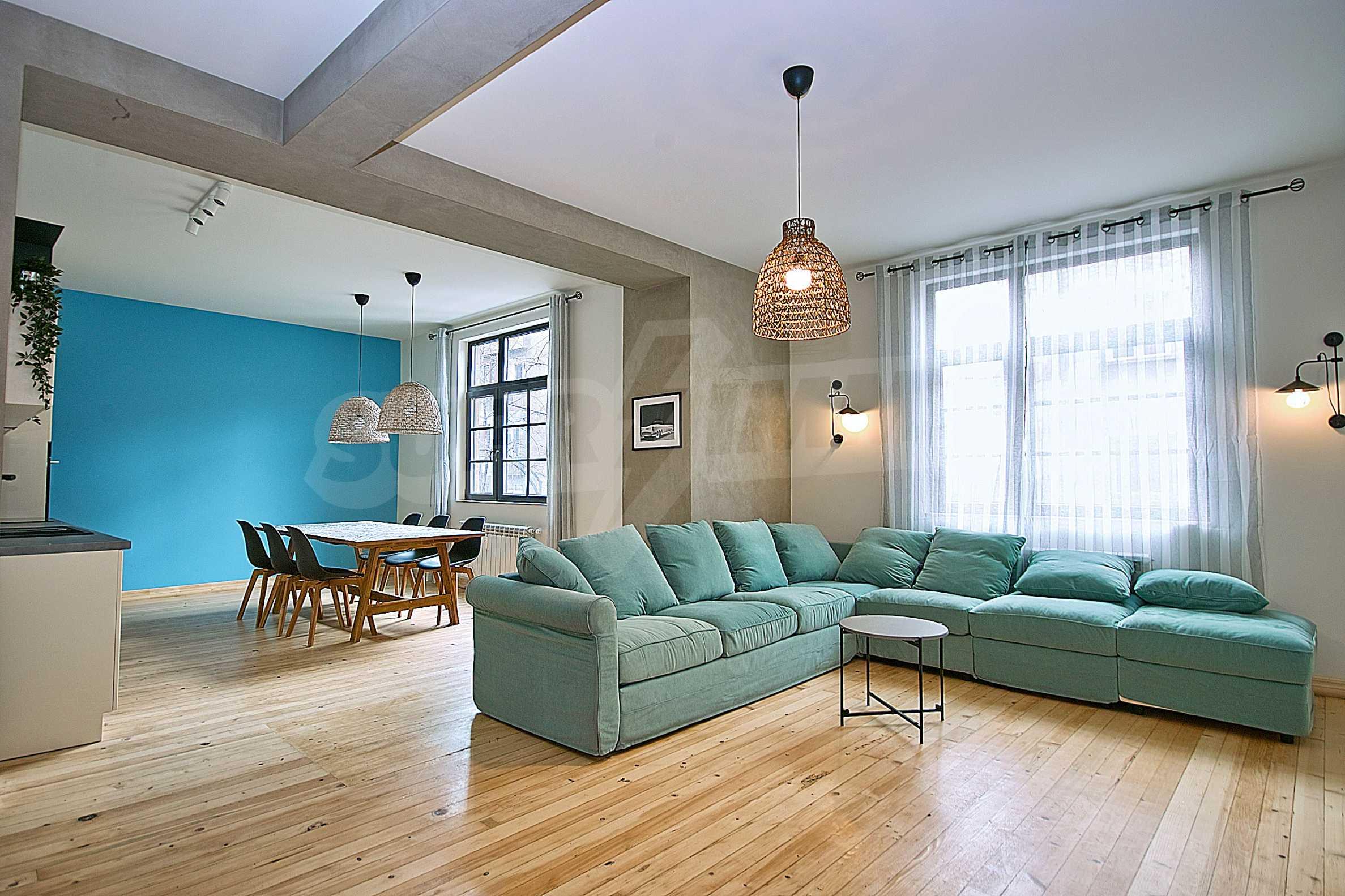 Möblierte Wohnung mit zwei Schlafzimmern in der Mitte