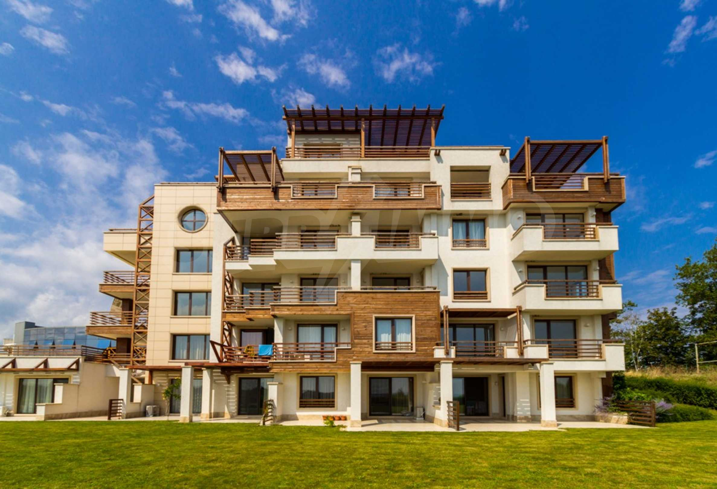 Two-bedroom apartment with sea views in Tsarevo resort 9
