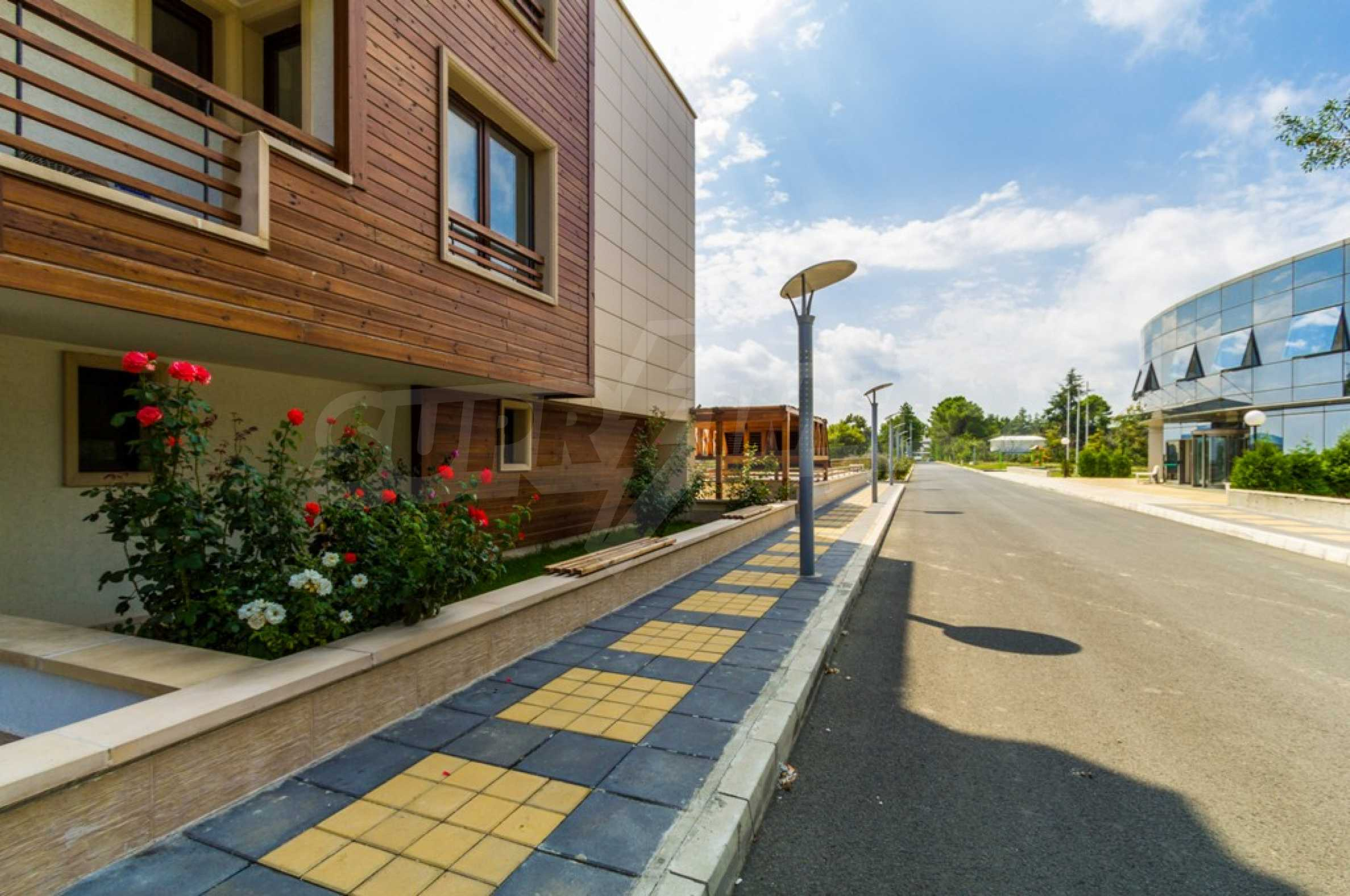 Two-bedroom apartment with sea views in Tsarevo resort 14