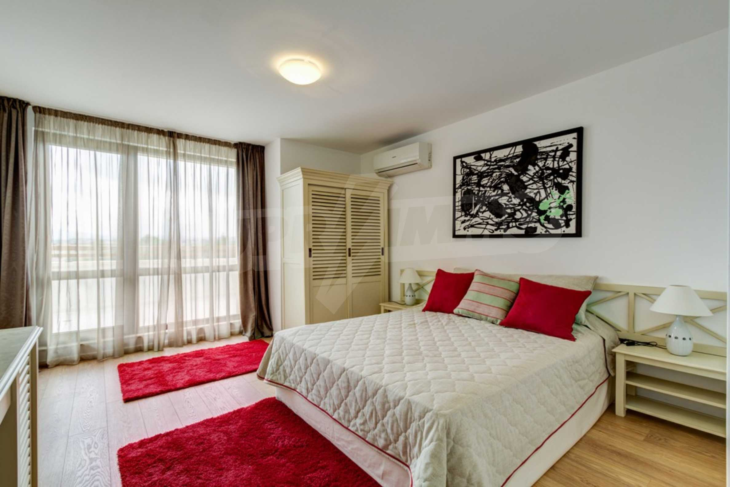 Two-bedroom apartment with sea views in Tsarevo resort 6