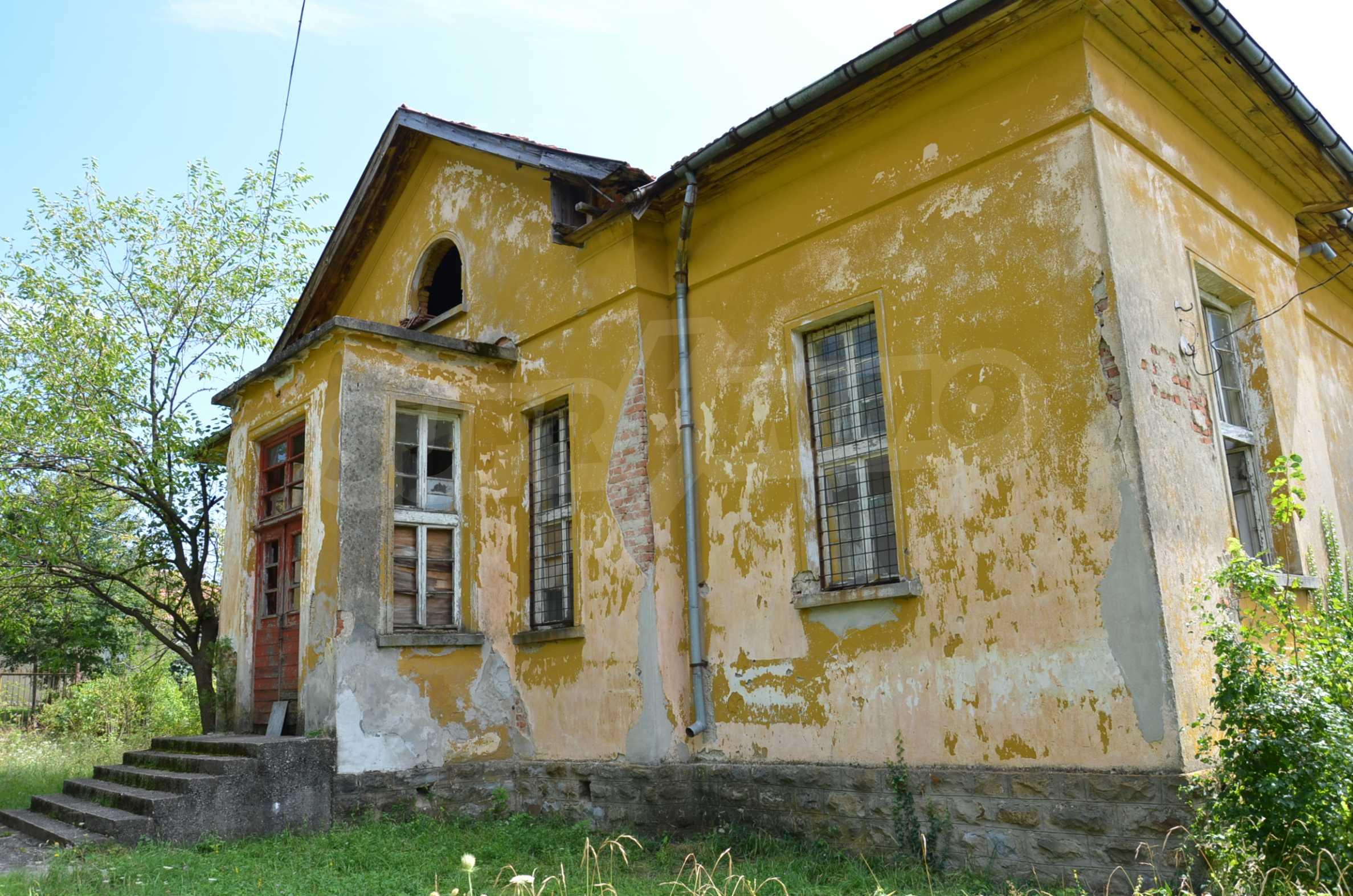 Сграда на бивше училище само на 6 км от град Габрово  9