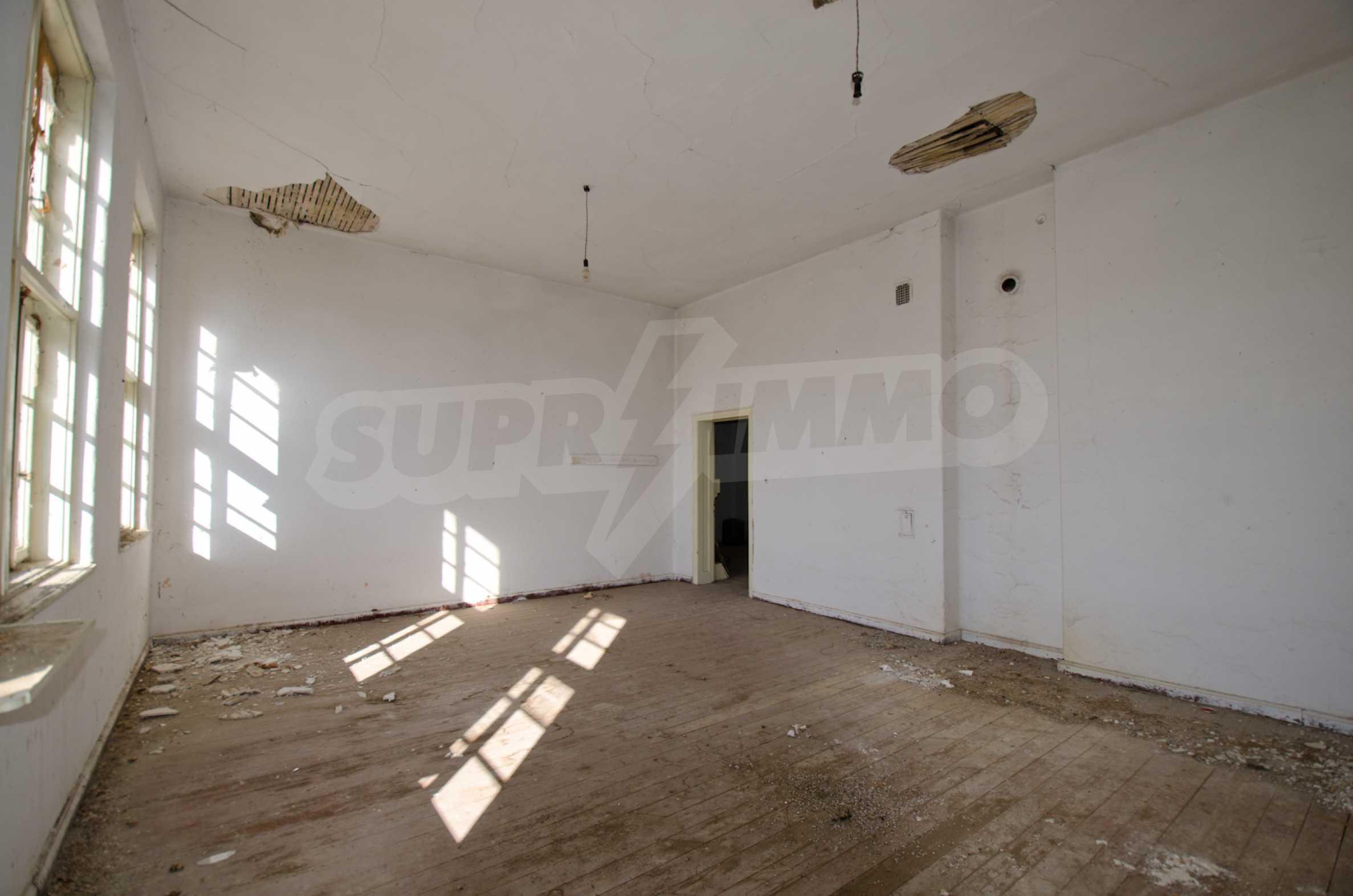 Сграда на бивше училище само на 6 км от град Габрово  13