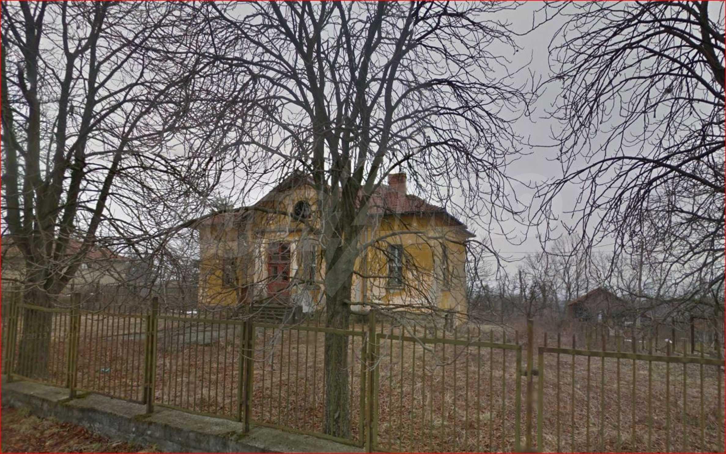 Сграда на бивше училище само на 6 км от град Габрово  16