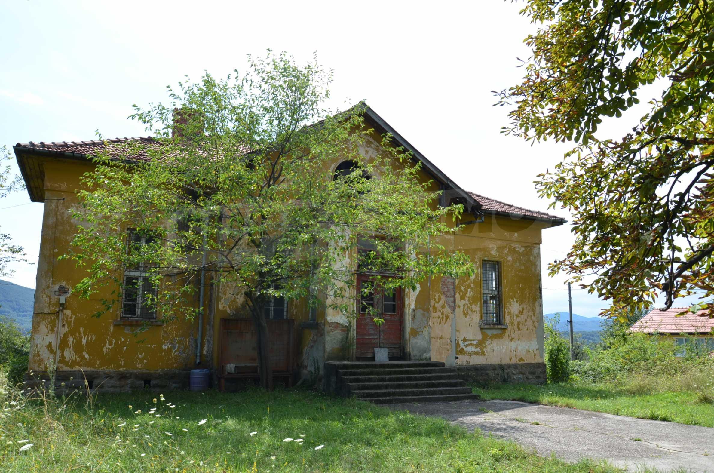 Сграда на бивше училище само на 6 км от град Габрово  19