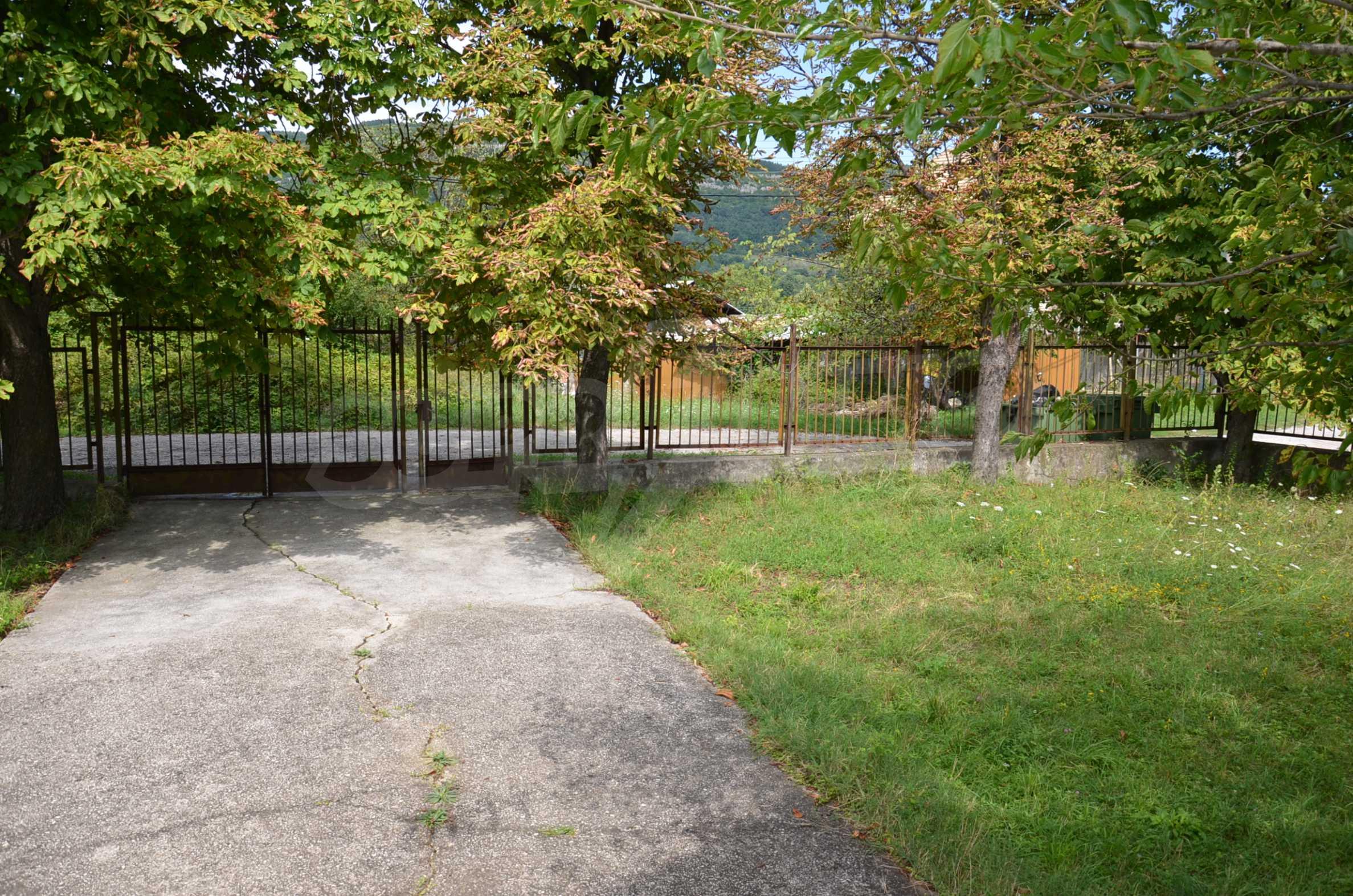Сграда на бивше училище само на 6 км от град Габрово  8