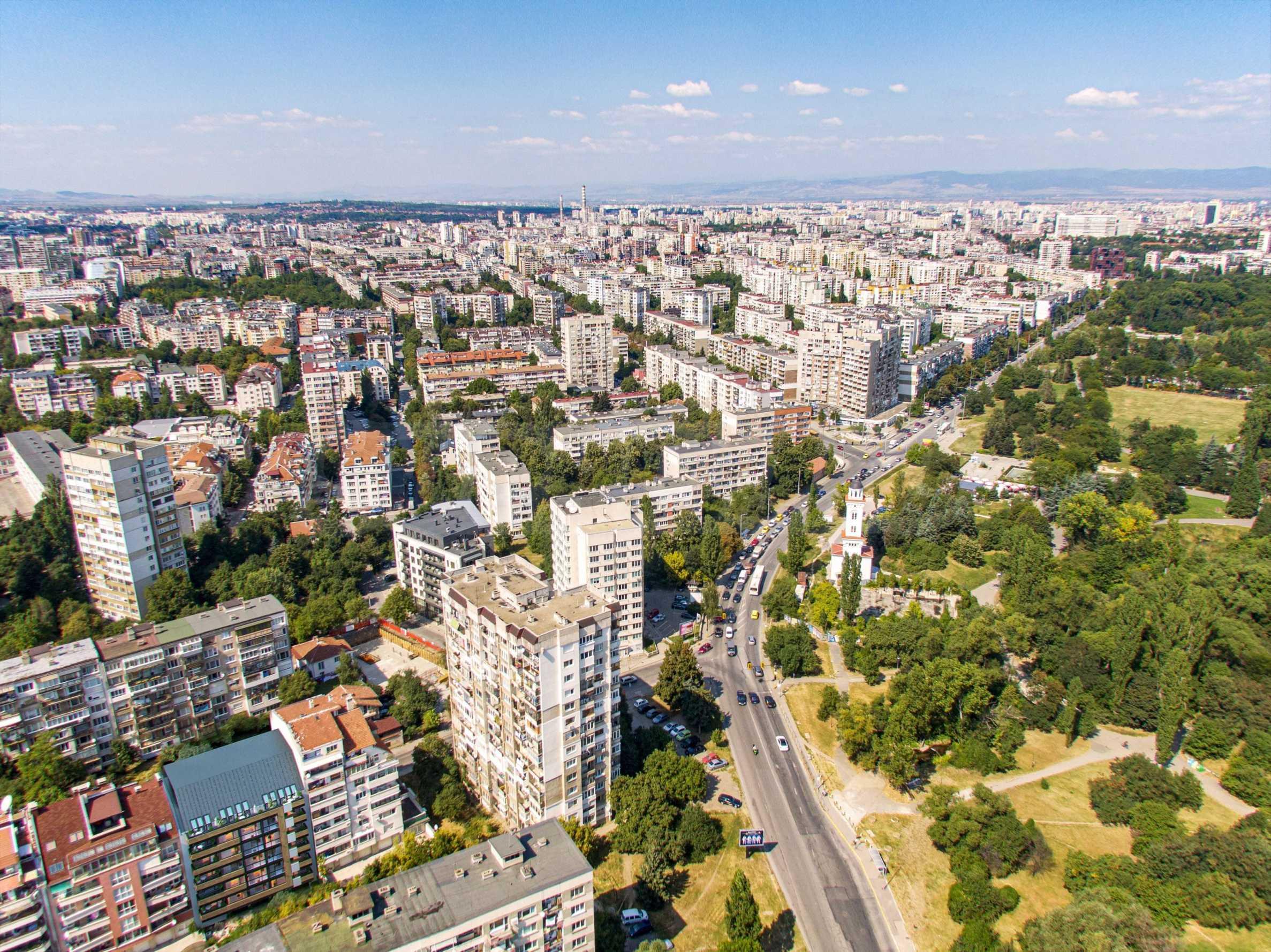 Luxury residential building by TASKOV & STOYANOV 3