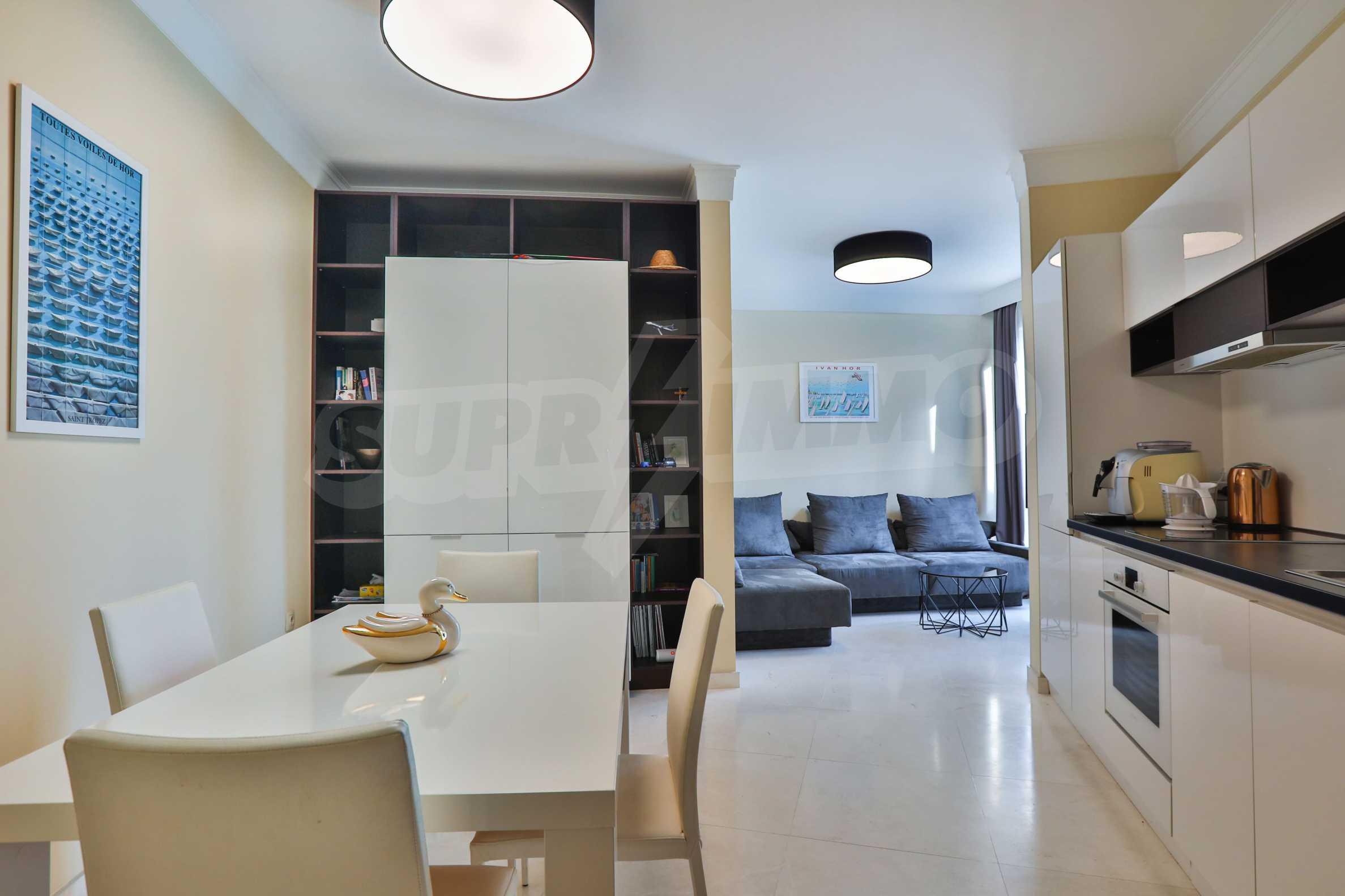 Дизайнерски тристаен апартамент под наем за летен сезон в резиденция Belle Époque в Лозенец 2