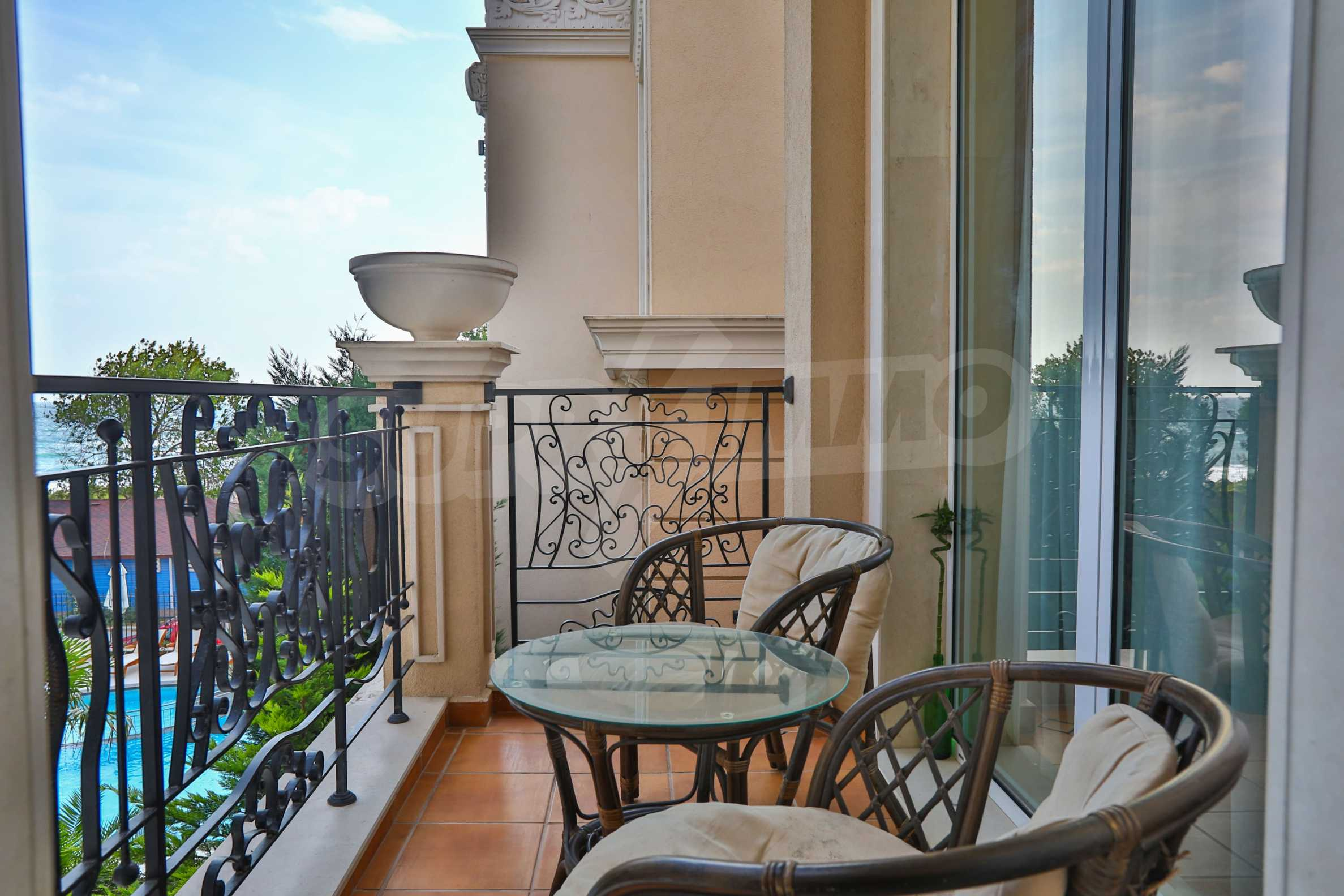 Дизайнерски тристаен апартамент под наем за летен сезон в резиденция Belle Époque в Лозенец 11