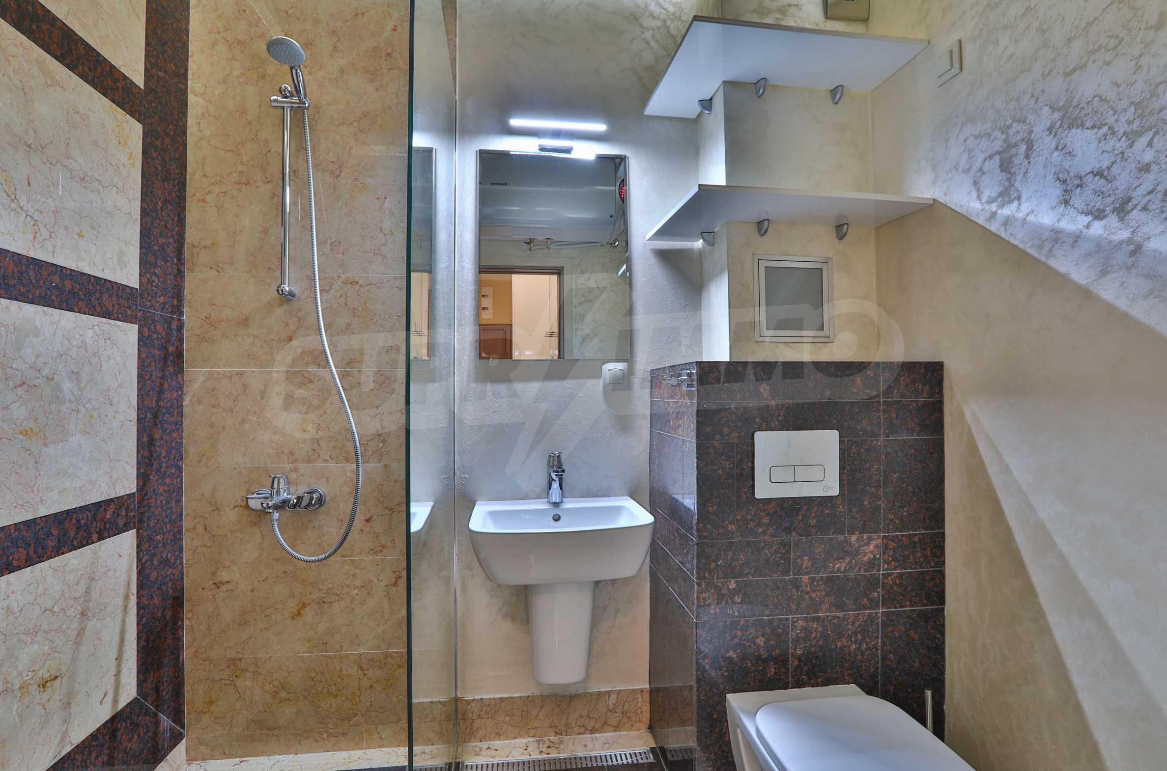 Дизайнерски тристаен апартамент под наем за летен сезон в резиденция Belle Époque в Лозенец 22