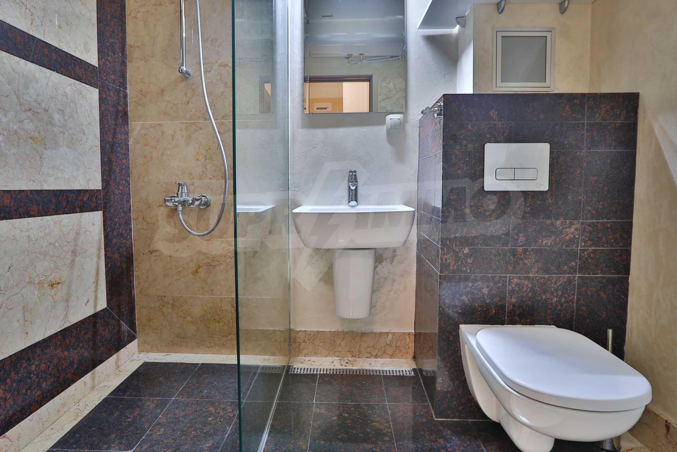 Дизайнерски тристаен апартамент под наем за летен сезон в резиденция Belle Époque в Лозенец 23