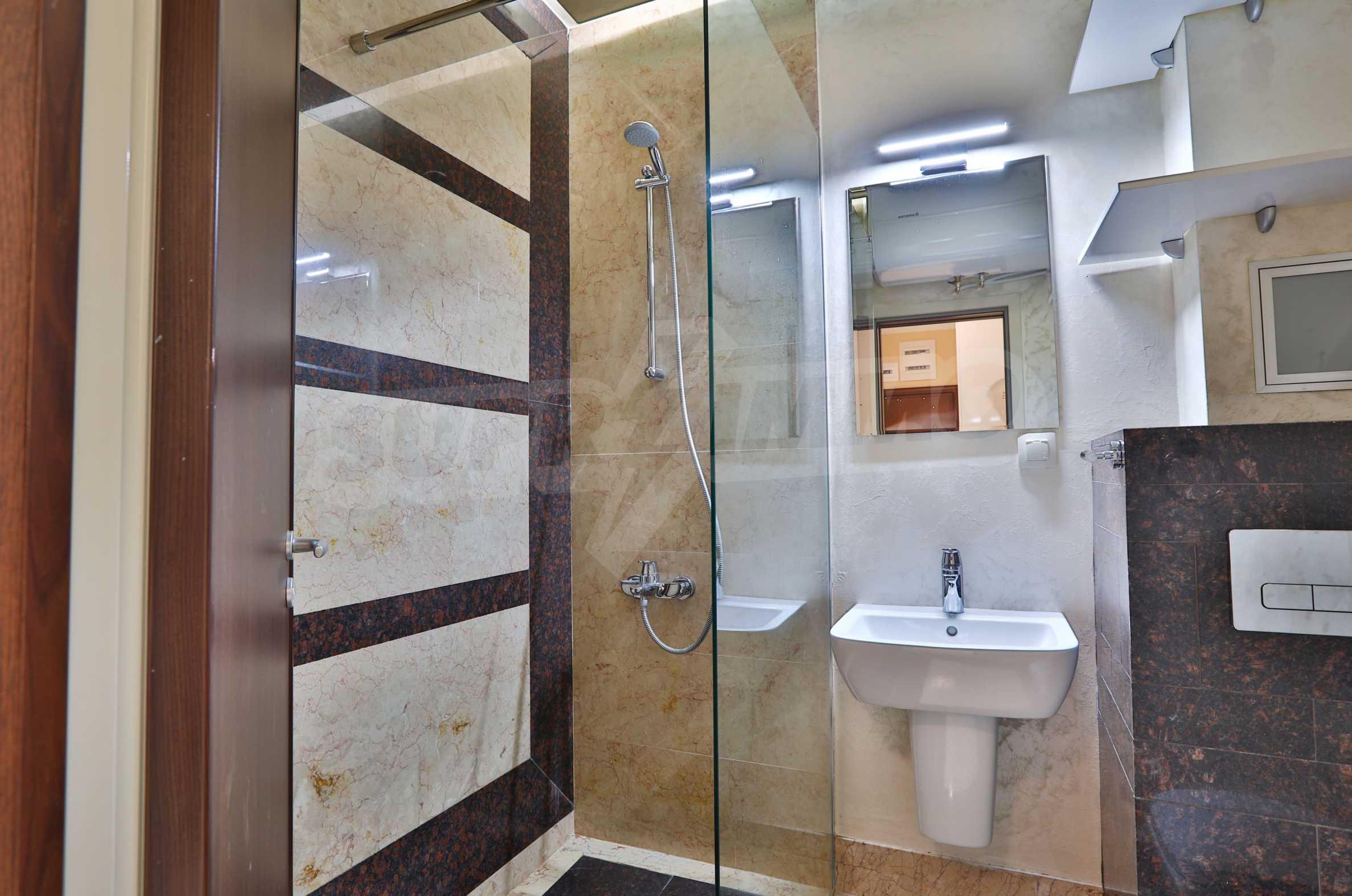 Дизайнерски тристаен апартамент под наем за летен сезон в резиденция Belle Époque в Лозенец 24