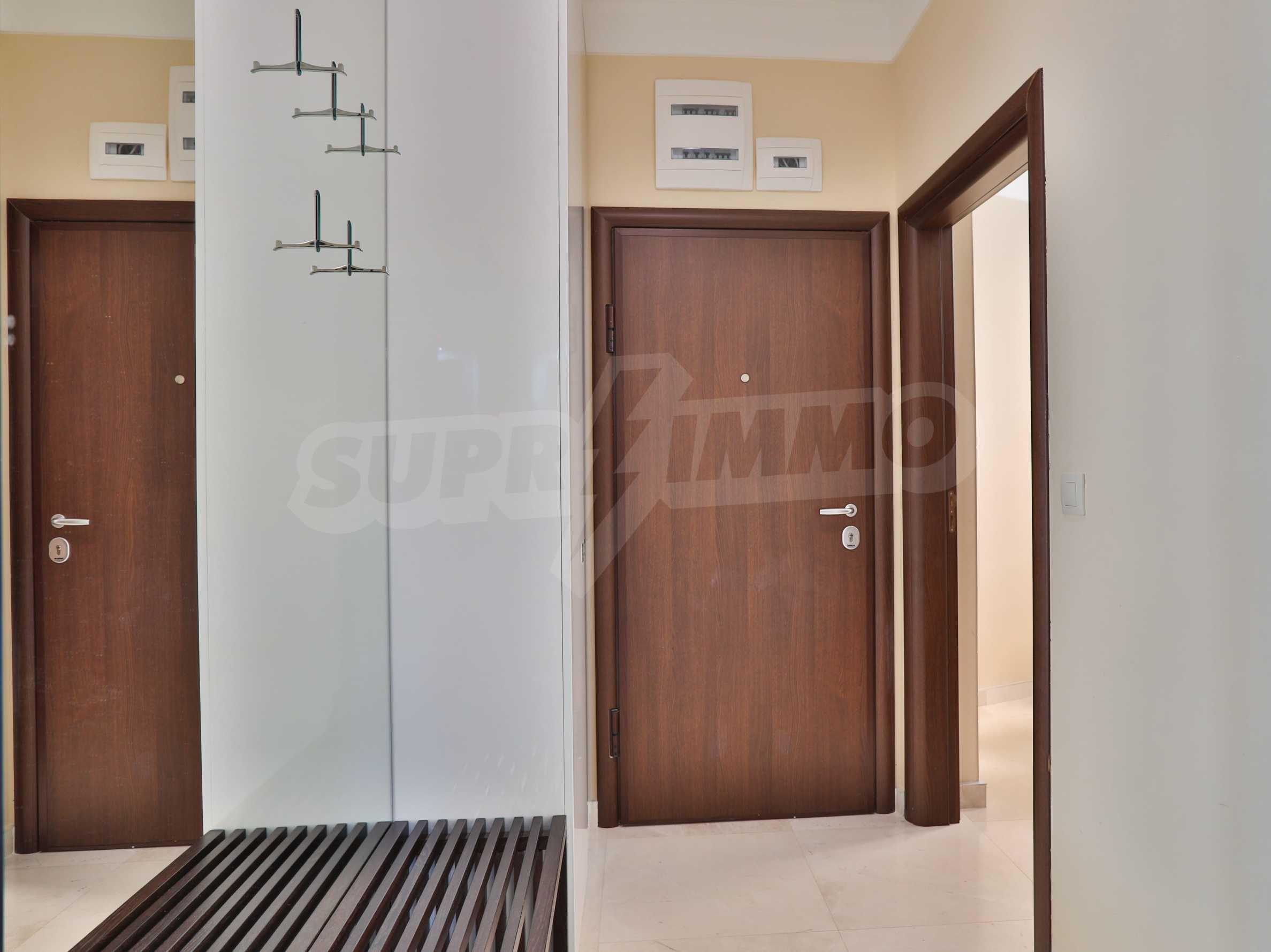 Дизайнерски тристаен апартамент под наем за летен сезон в резиденция Belle Époque в Лозенец 26