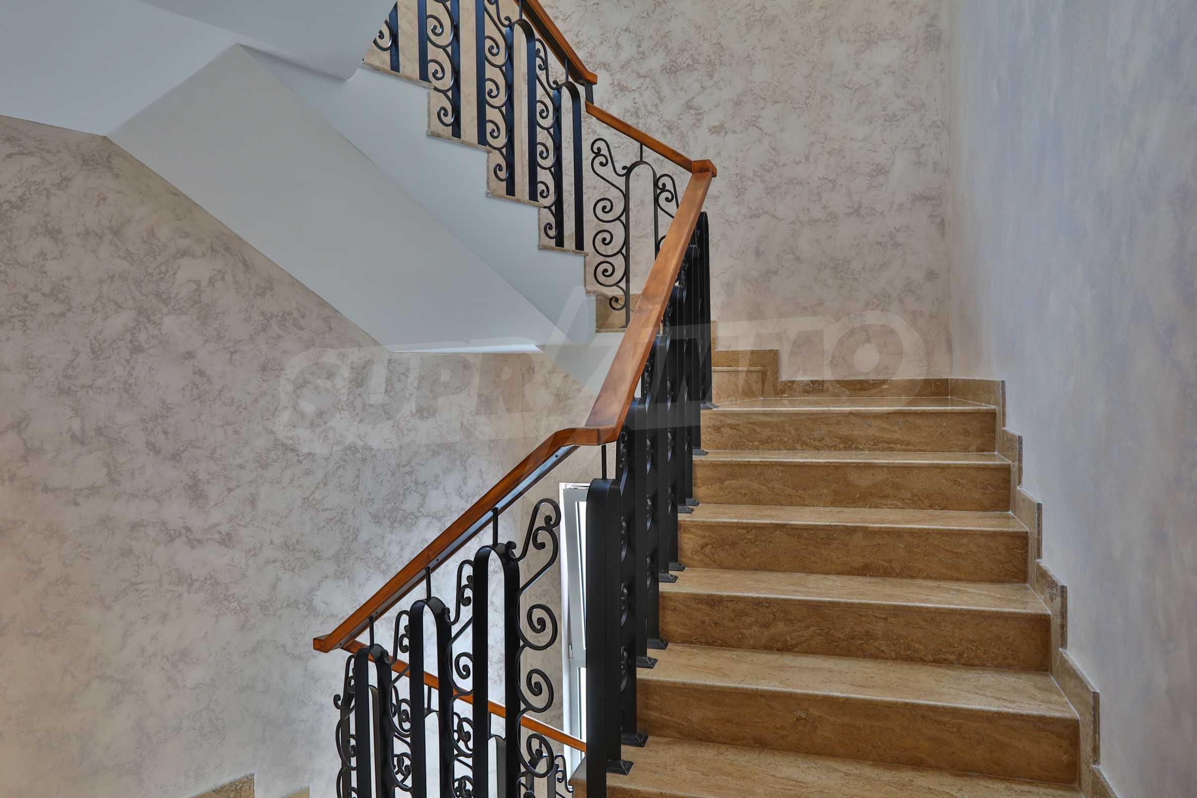 Дизайнерски тристаен апартамент под наем за летен сезон в резиденция Belle Époque в Лозенец 29