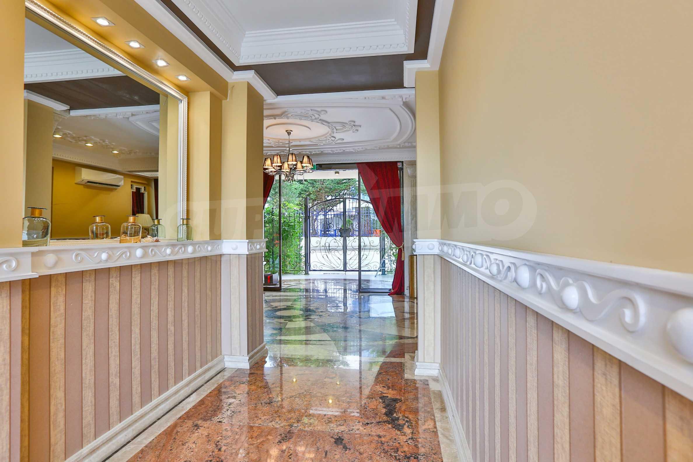 Дизайнерски тристаен апартамент под наем за летен сезон в резиденция Belle Époque в Лозенец 33