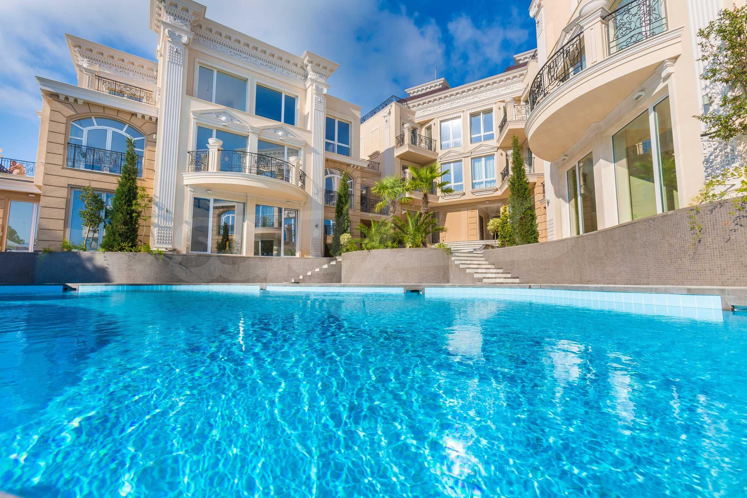 Дизайнерски тристаен апартамент под наем за летен сезон в резиденция Belle Époque в Лозенец 37