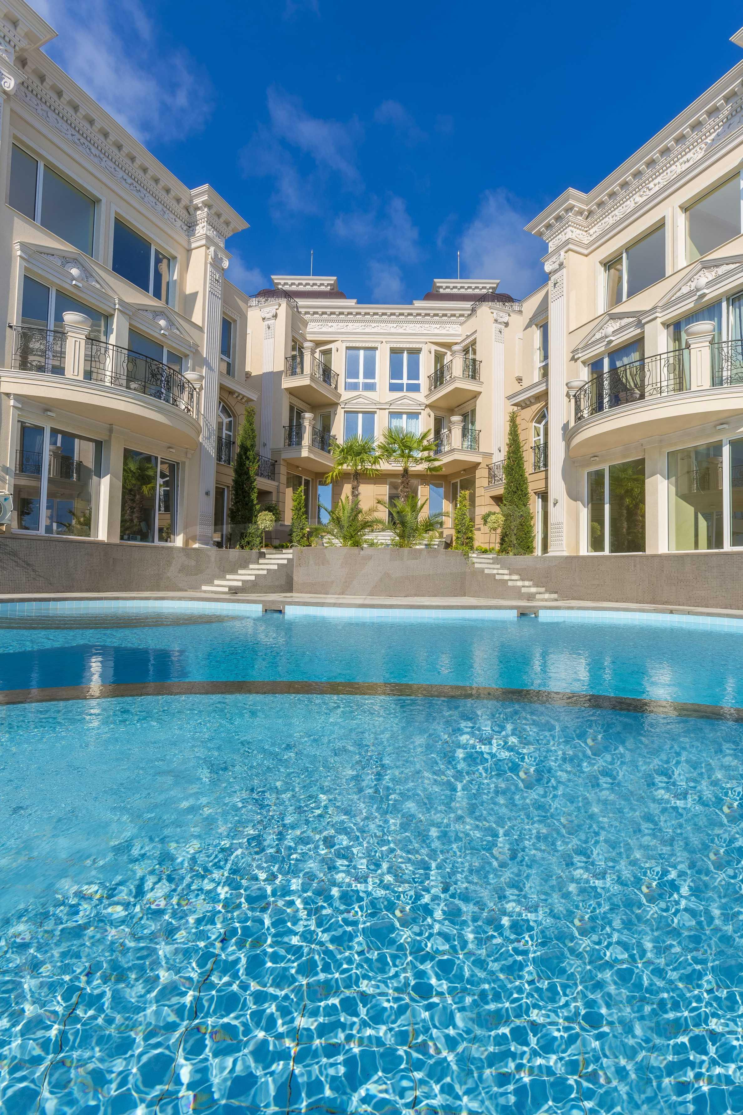 Дизайнерски тристаен апартамент под наем за летен сезон в резиденция Belle Époque в Лозенец 38