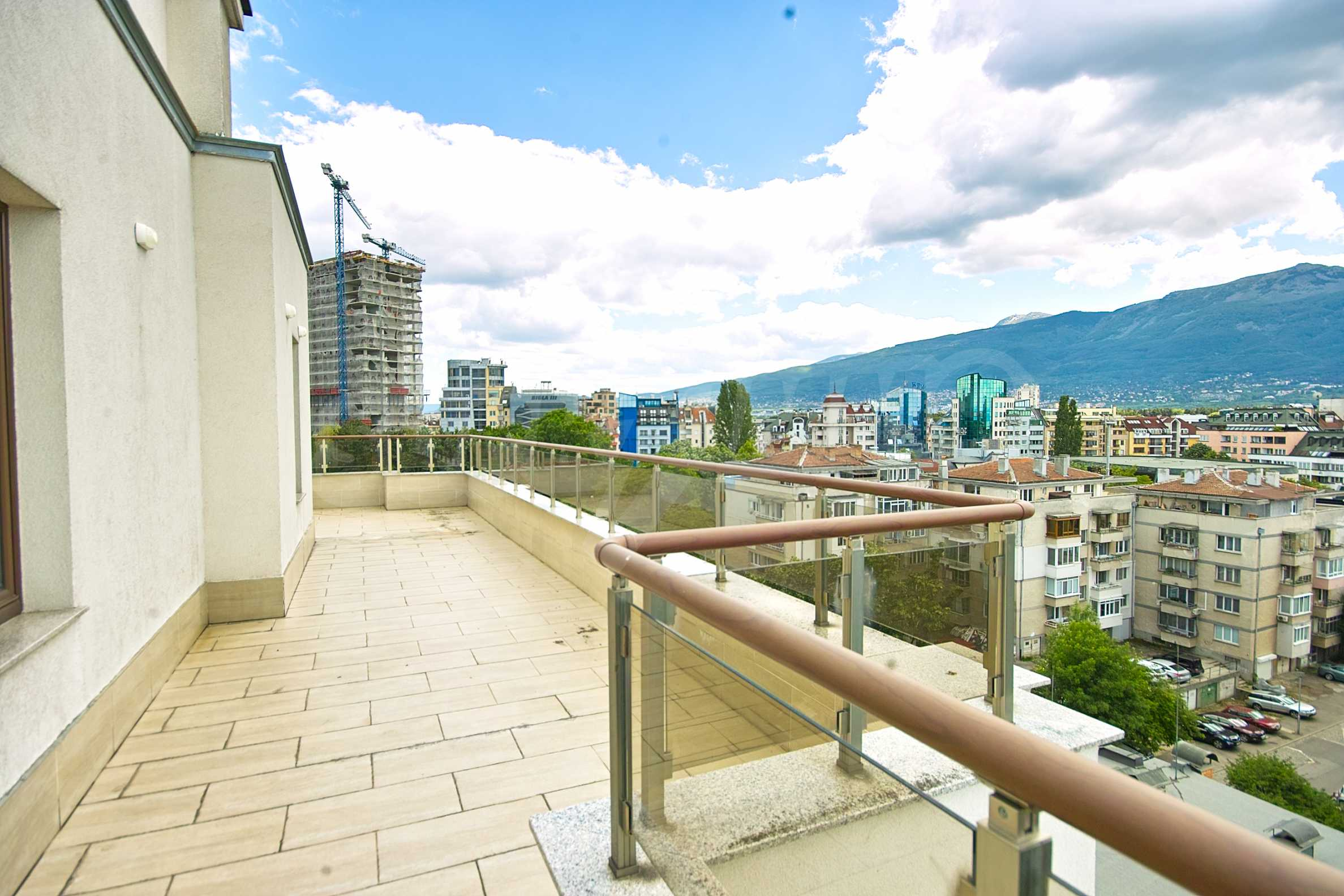 Brand new penthouse with three bedrooms and exceptional panoramic views in Lozenets 15