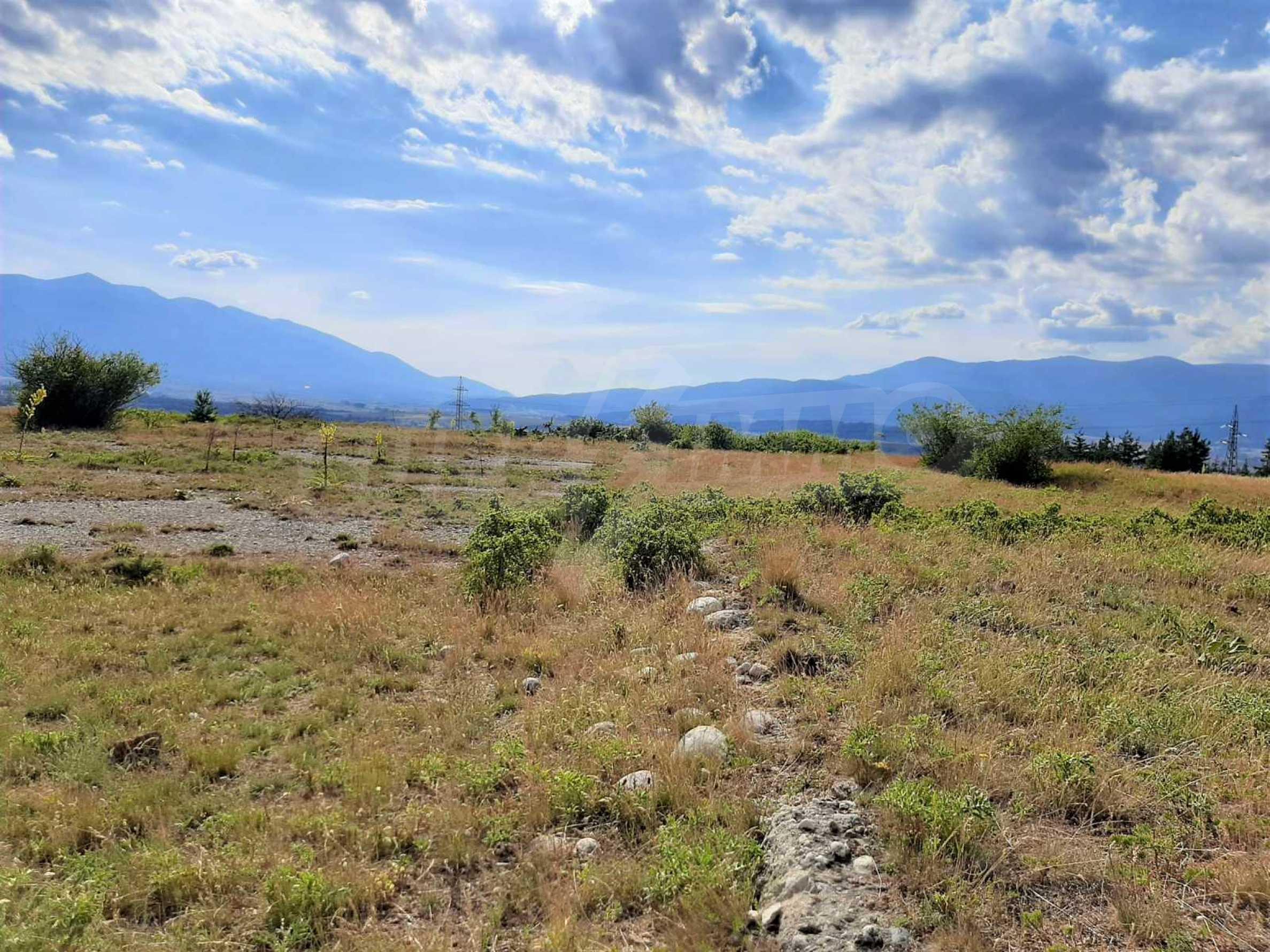 Земельный участок для продажи находится вблизи горнолыжного курорта Банско