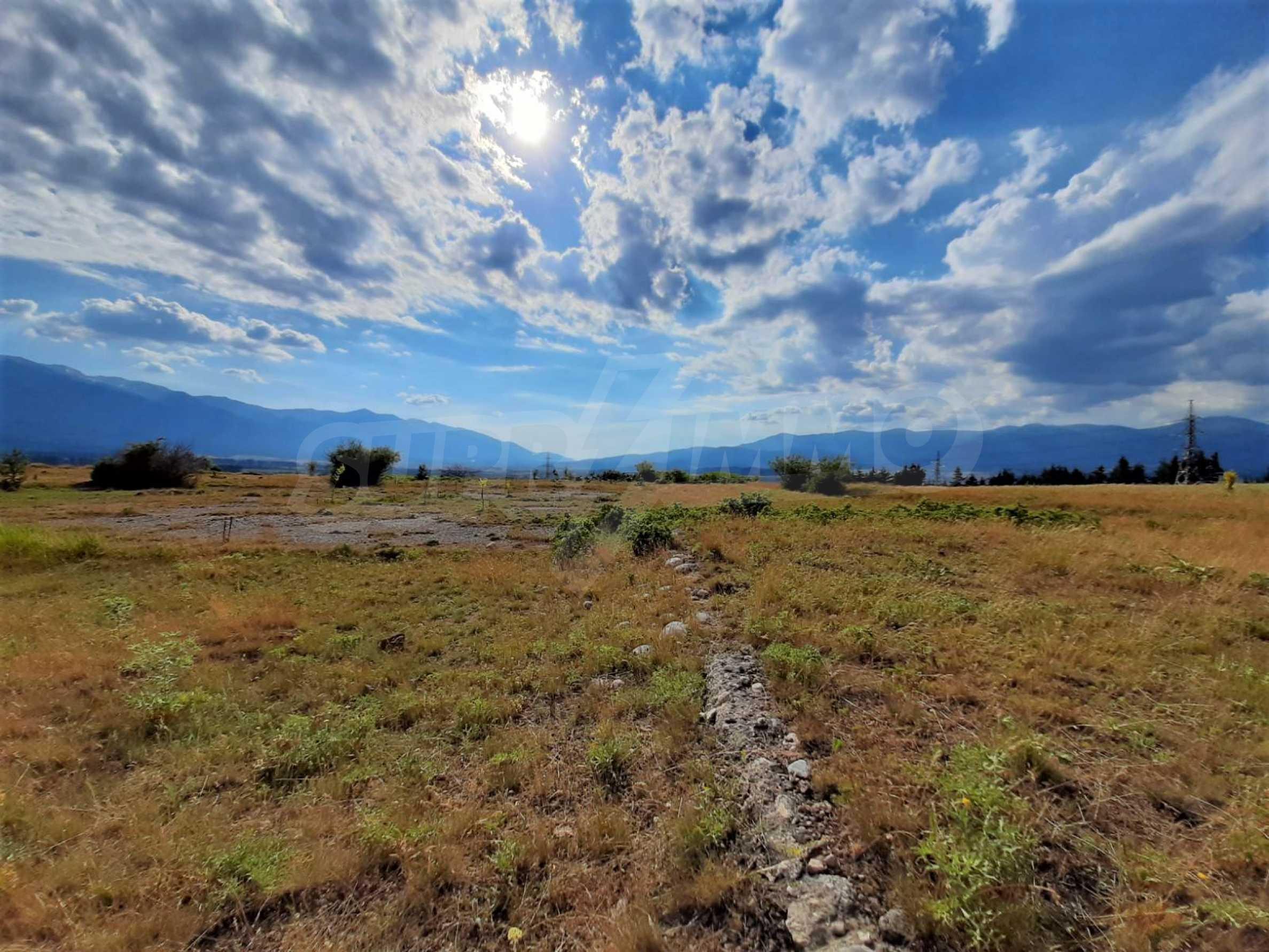 Земельный участок для продажи находится вблизи горнолыжного курорта Банско 1
