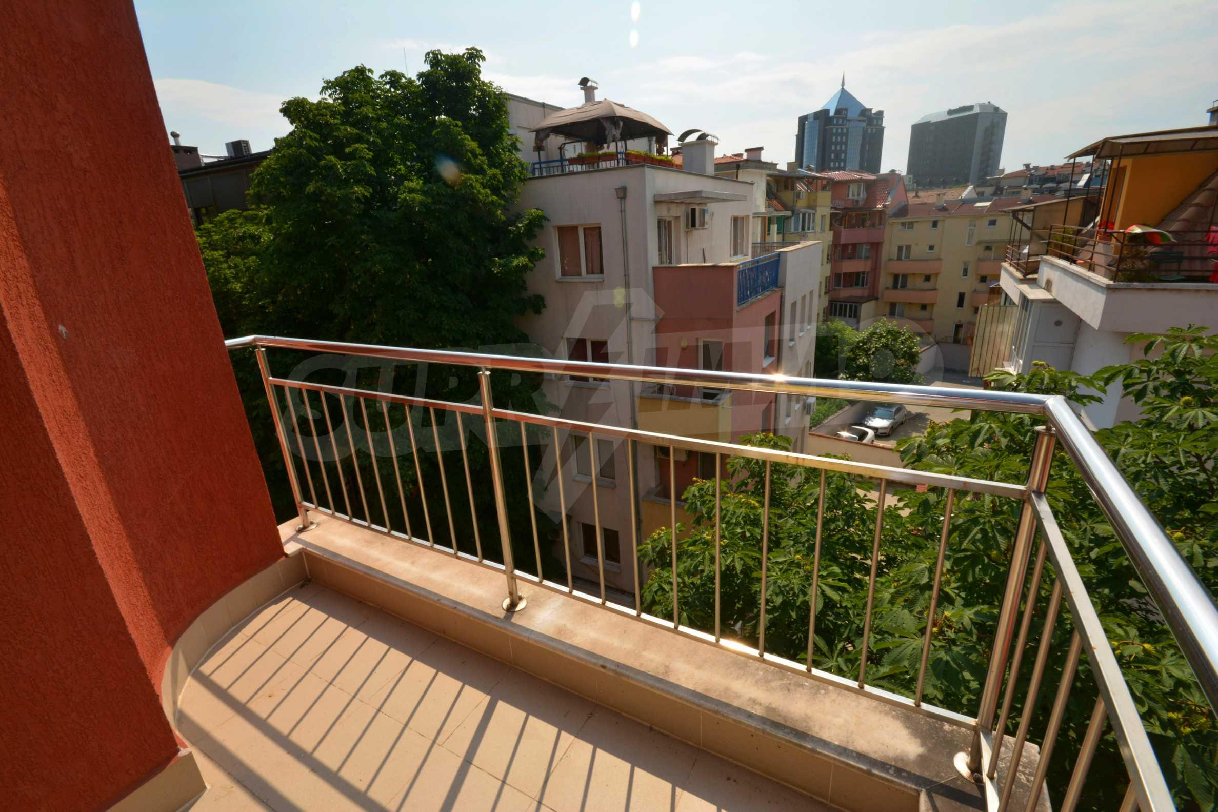 Многостаен апартамент до Гранд Хотел Пловдив 16