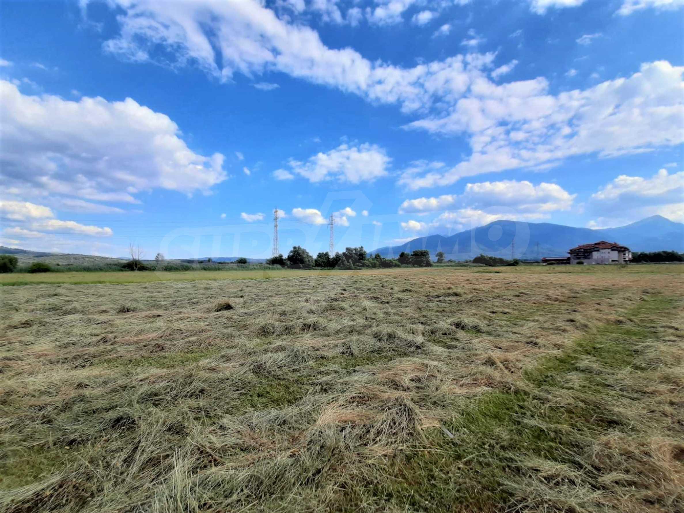 Земеделска земя за продажба, разположена в близост до ски курорта Банско
