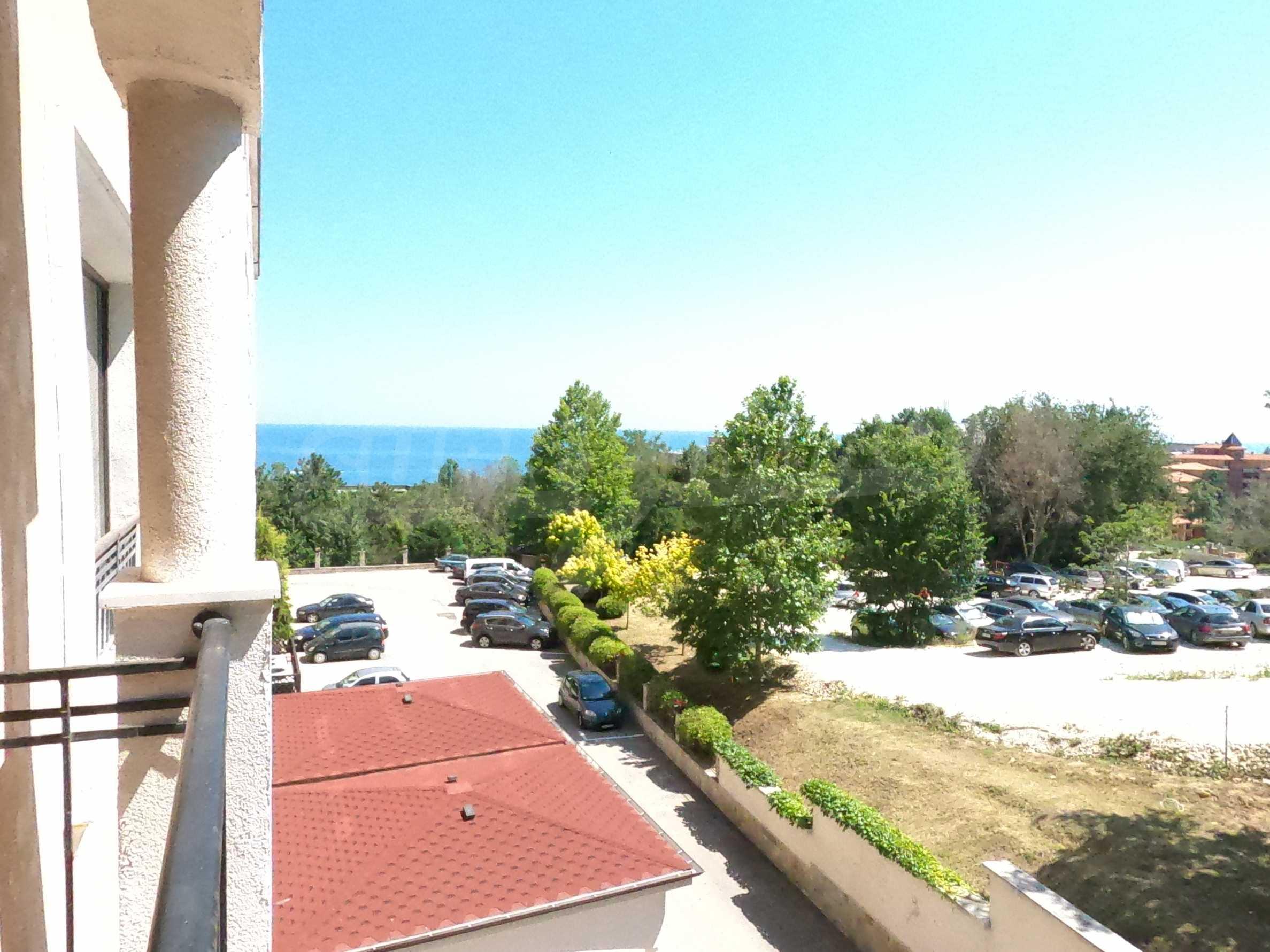Просторен обзаведен двустаен апартамент в к.к Златни пясъци.