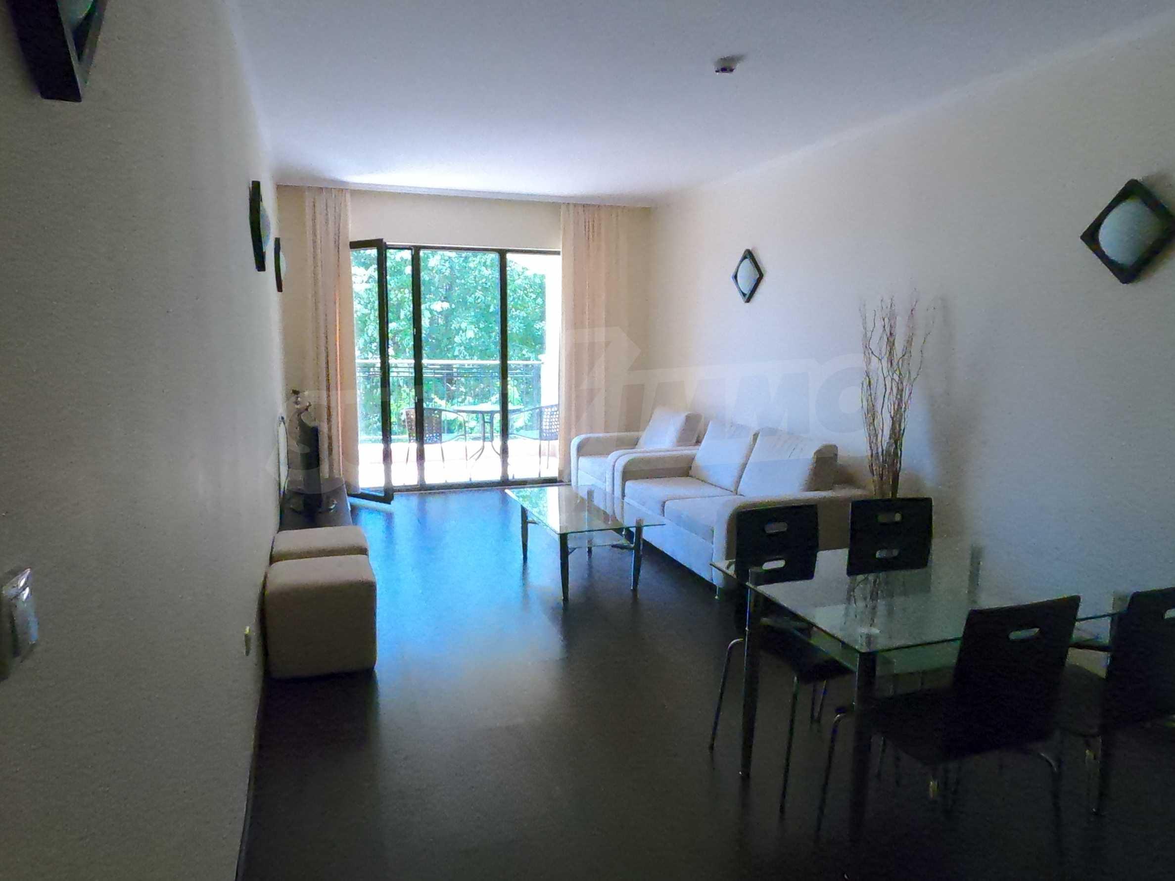Просторен обзаведен двустаен апартамент в к.к Златни пясъци. 1