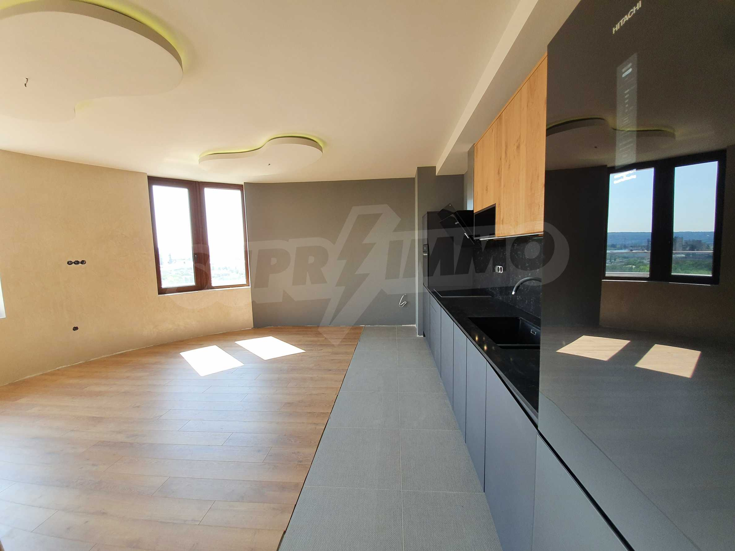 Panoramic two-bedroom apartment with views of the lake and Varna 3