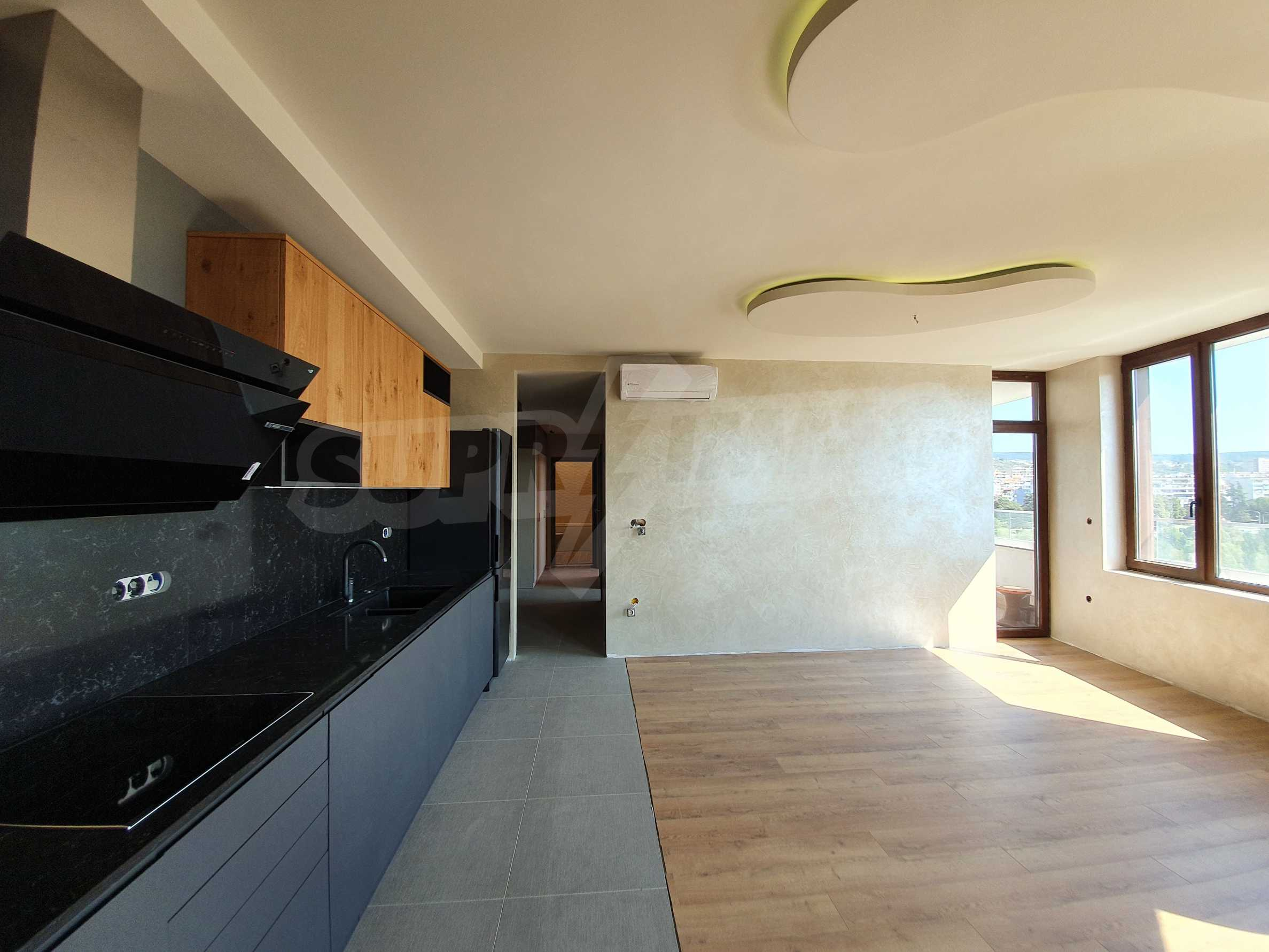 Panoramic two-bedroom apartment with views of the lake and Varna 9