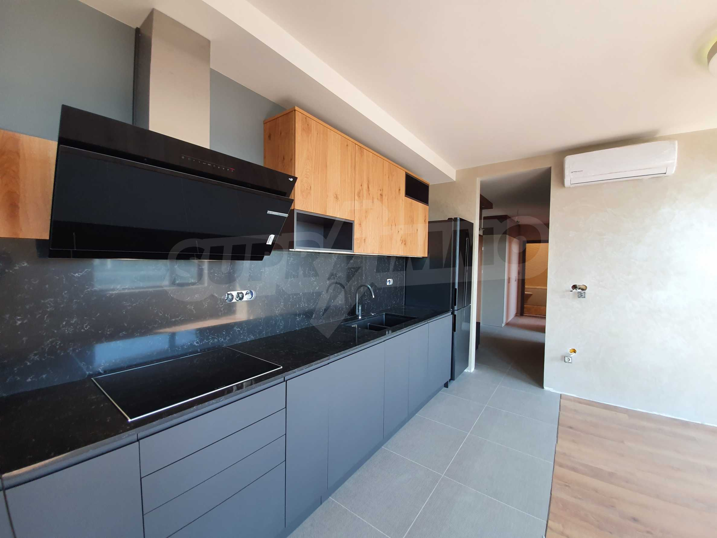 Panoramic two-bedroom apartment with views of the lake and Varna 10