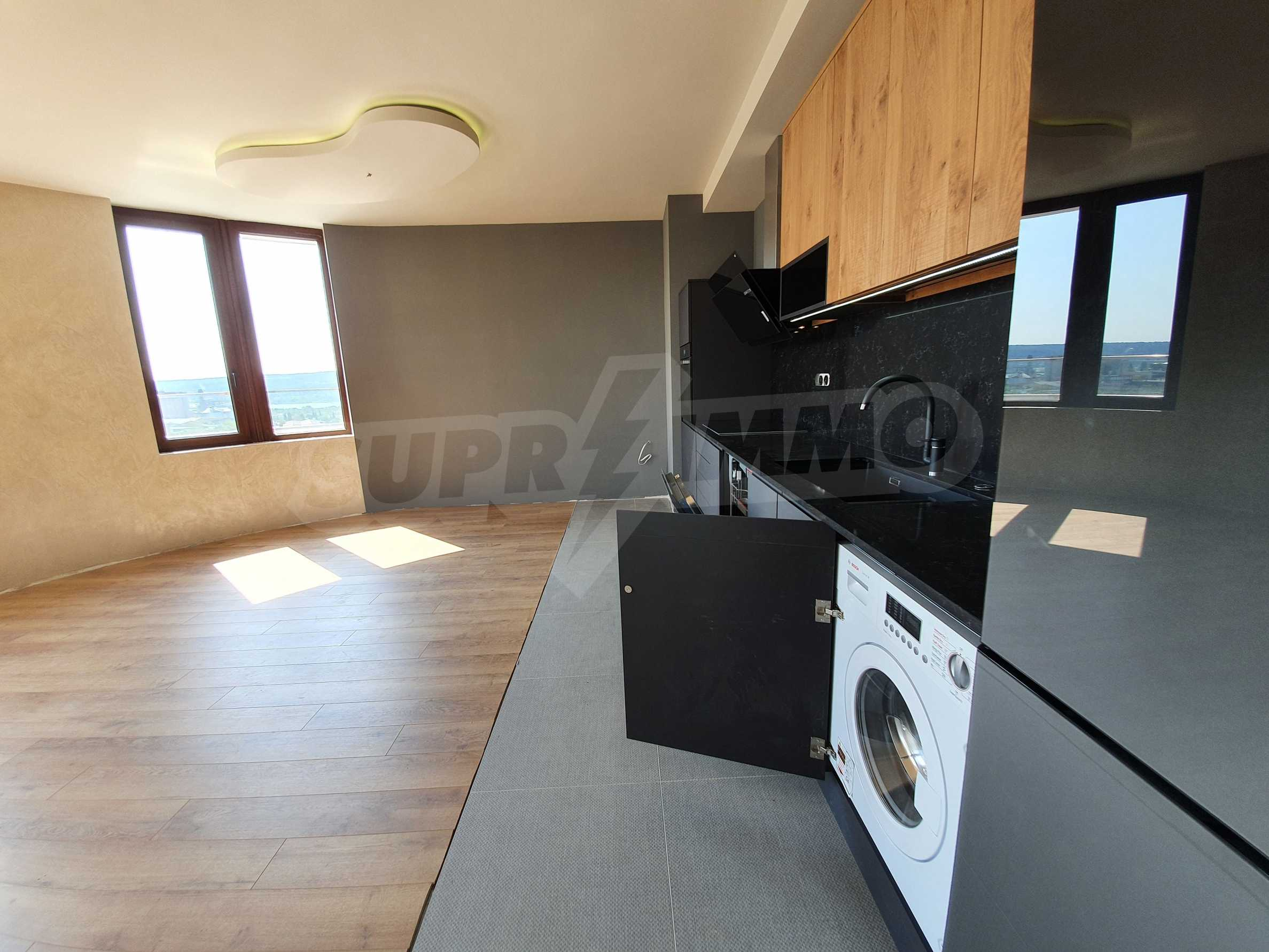 Panoramic two-bedroom apartment with views of the lake and Varna 11