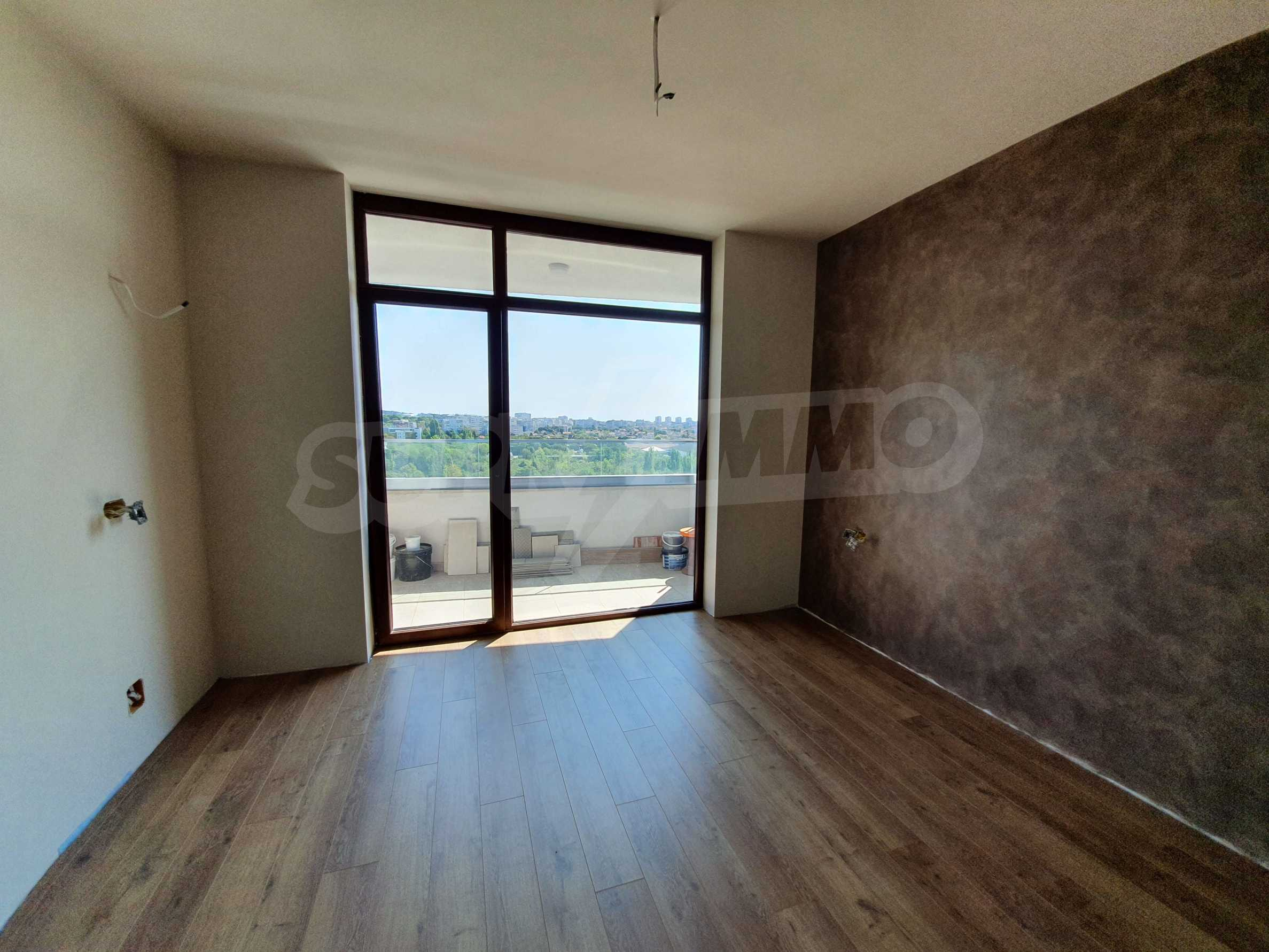 Panoramic two-bedroom apartment with views of the lake and Varna 13