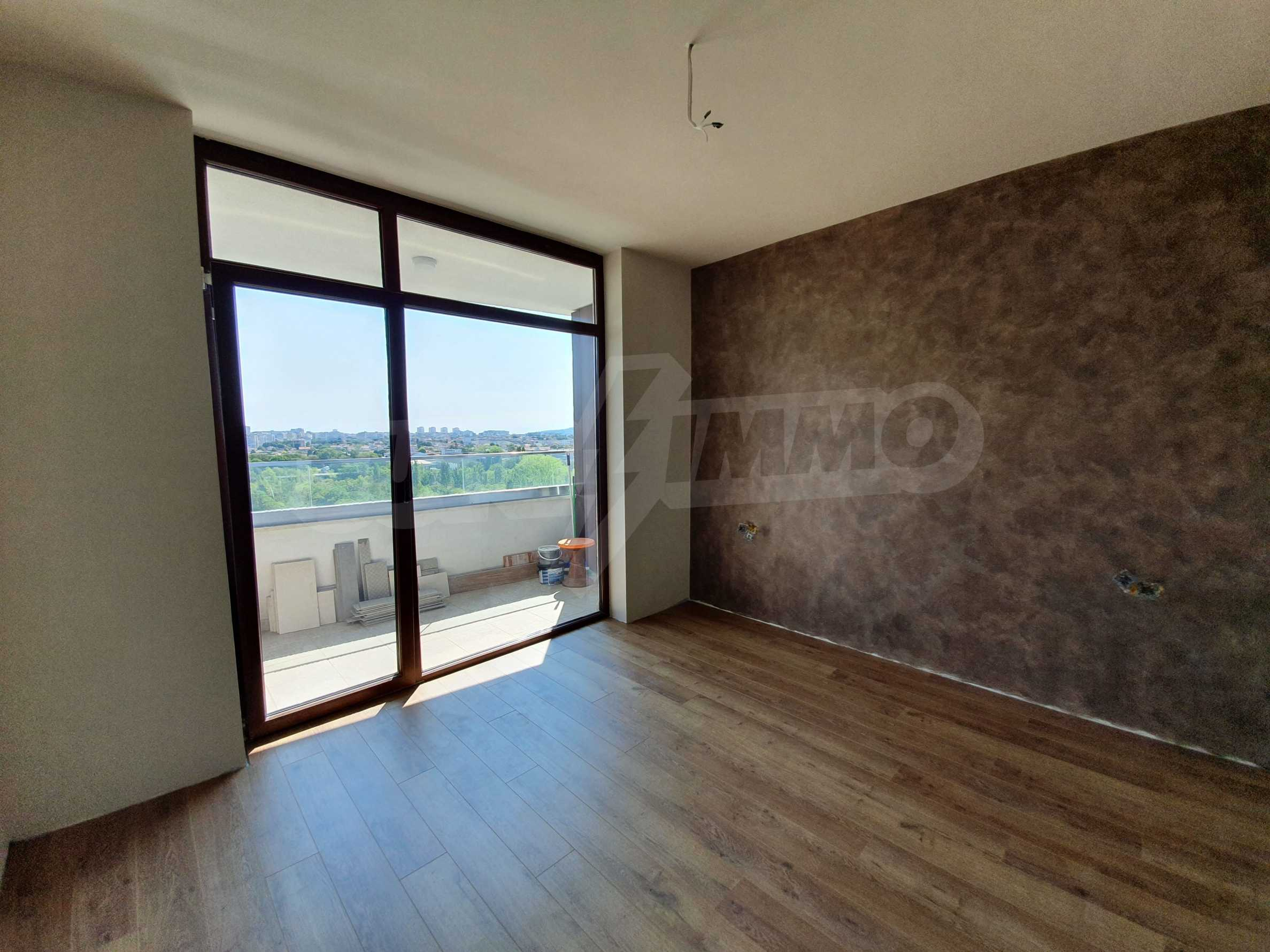 Panoramic two-bedroom apartment with views of the lake and Varna 15