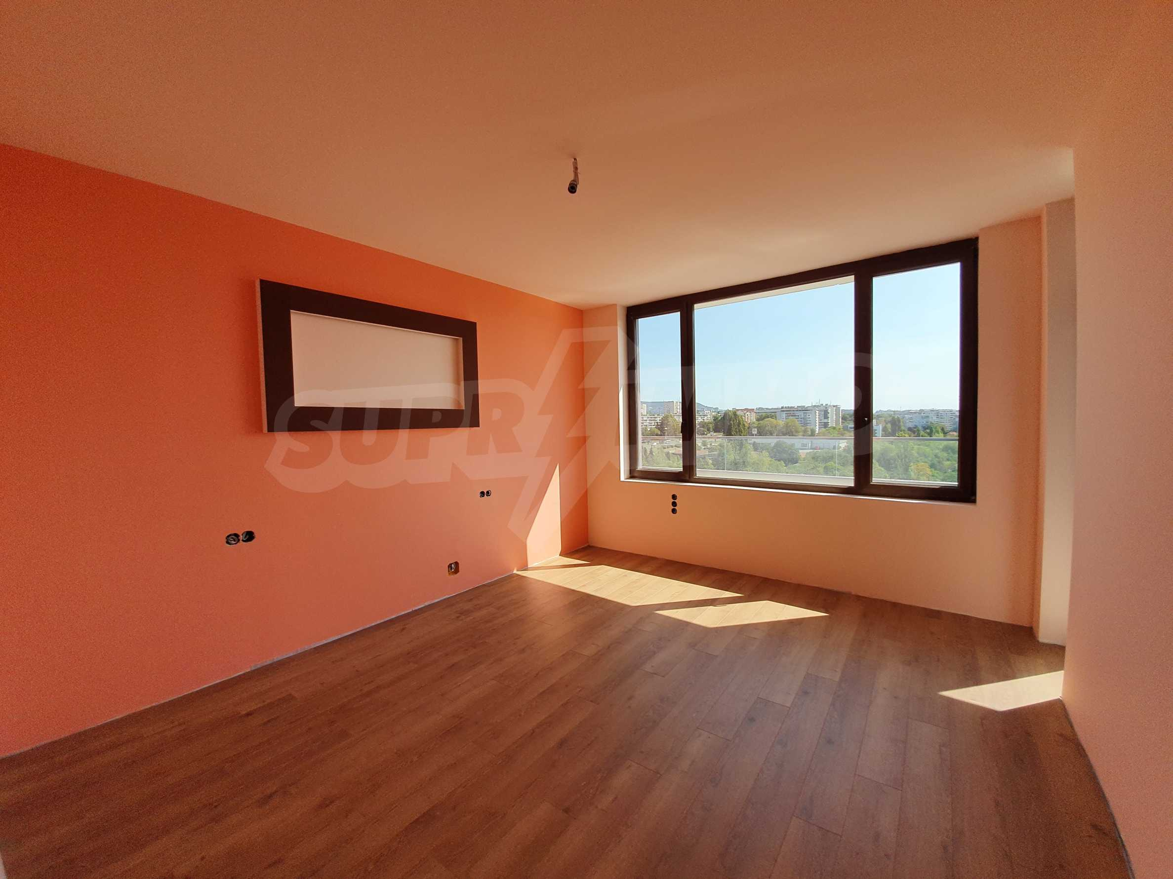 Panoramic two-bedroom apartment with views of the lake and Varna 16