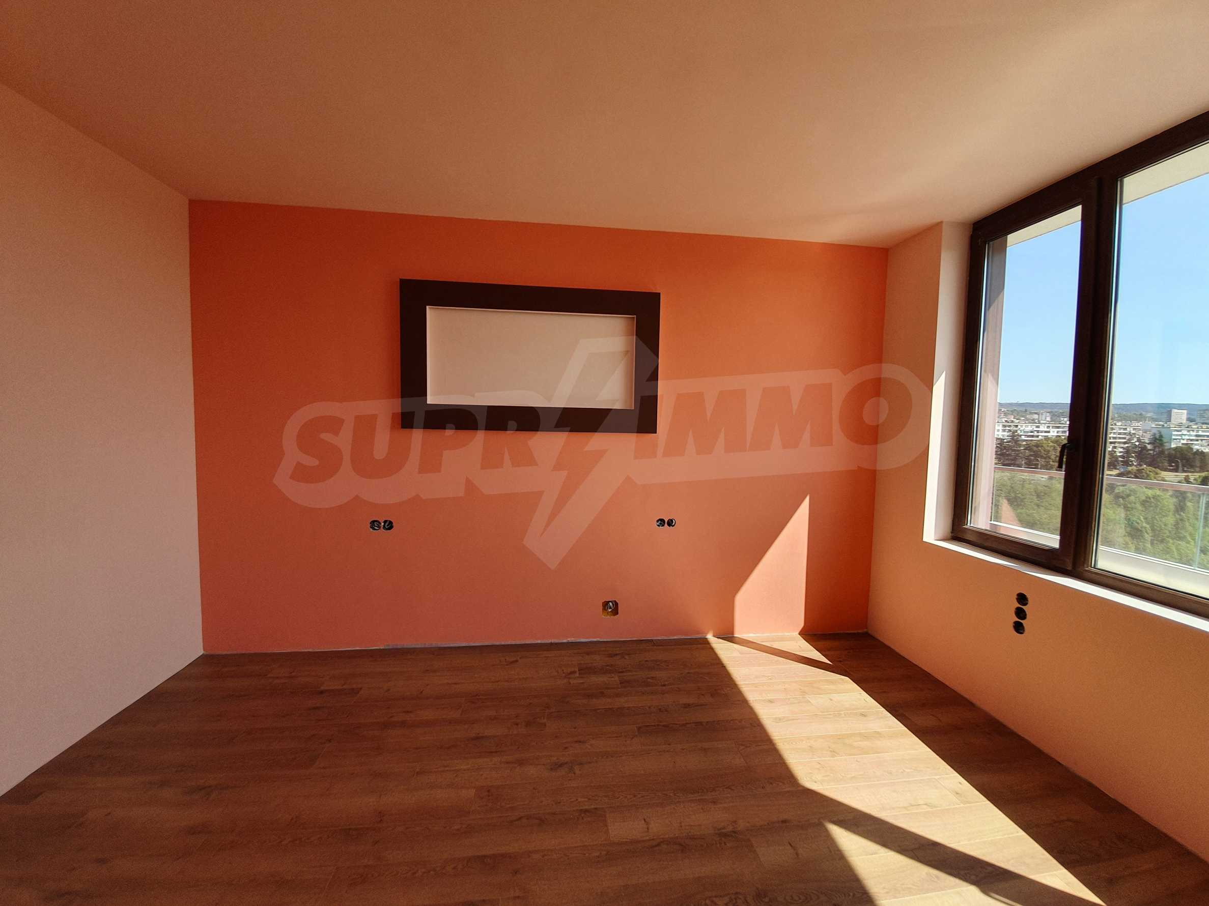 Panoramic two-bedroom apartment with views of the lake and Varna 17