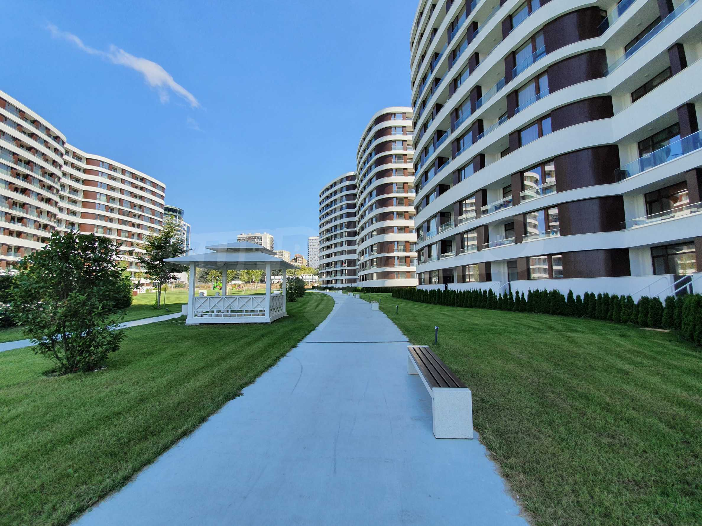 Panoramic two-bedroom apartment with views of the lake and Varna