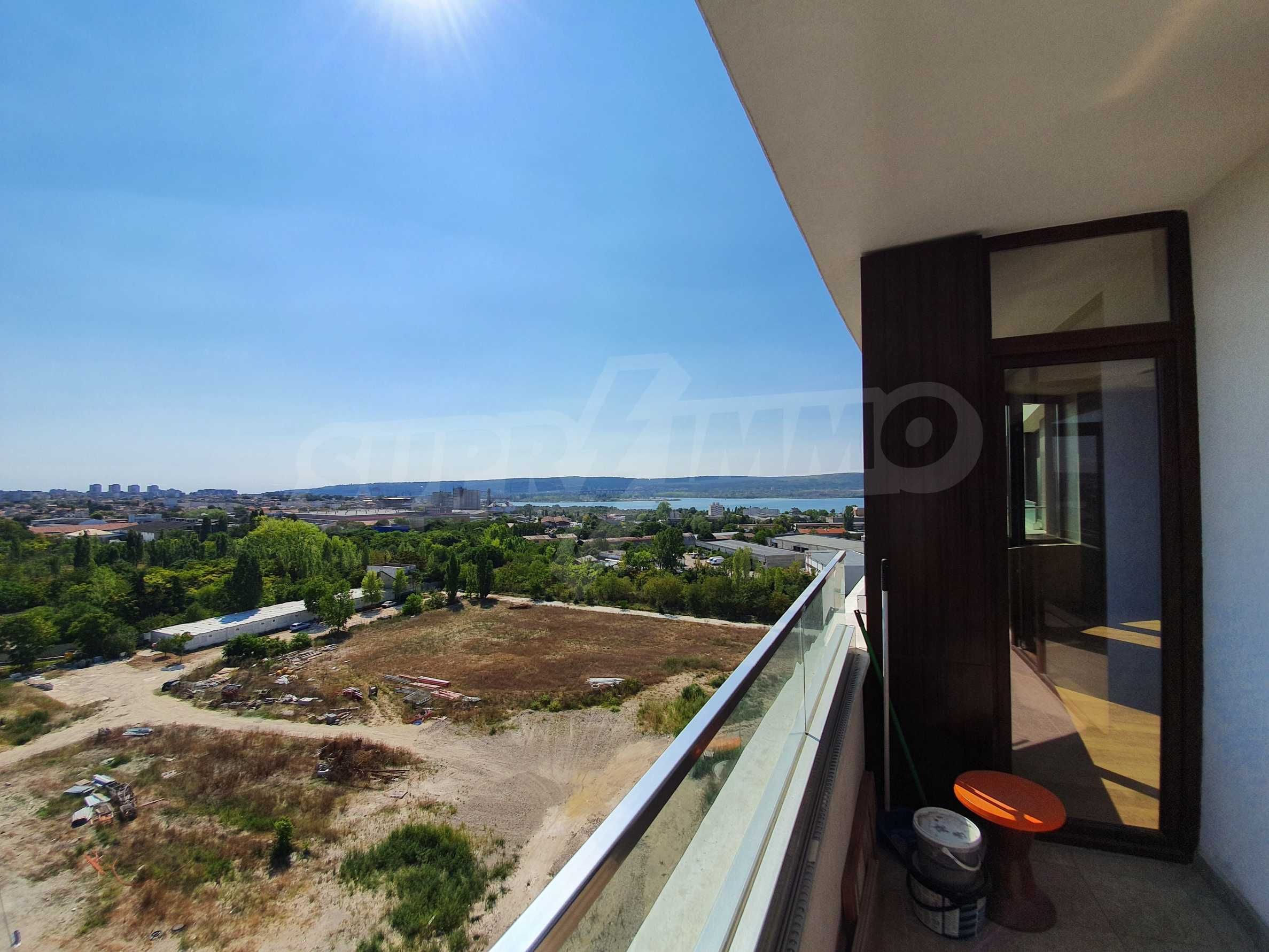 Panoramic two-bedroom apartment with views of the lake and Varna 23