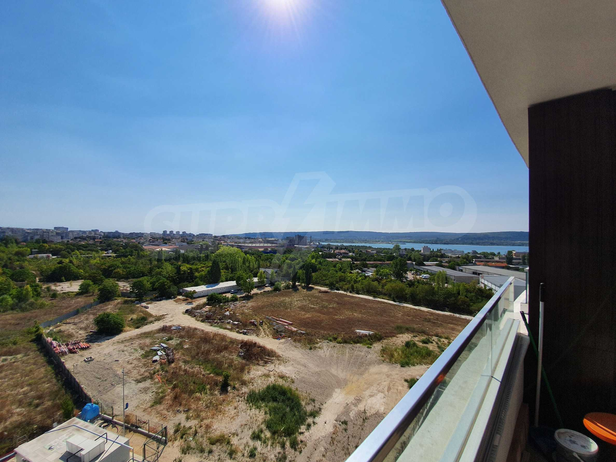Panoramic two-bedroom apartment with views of the lake and Varna 24