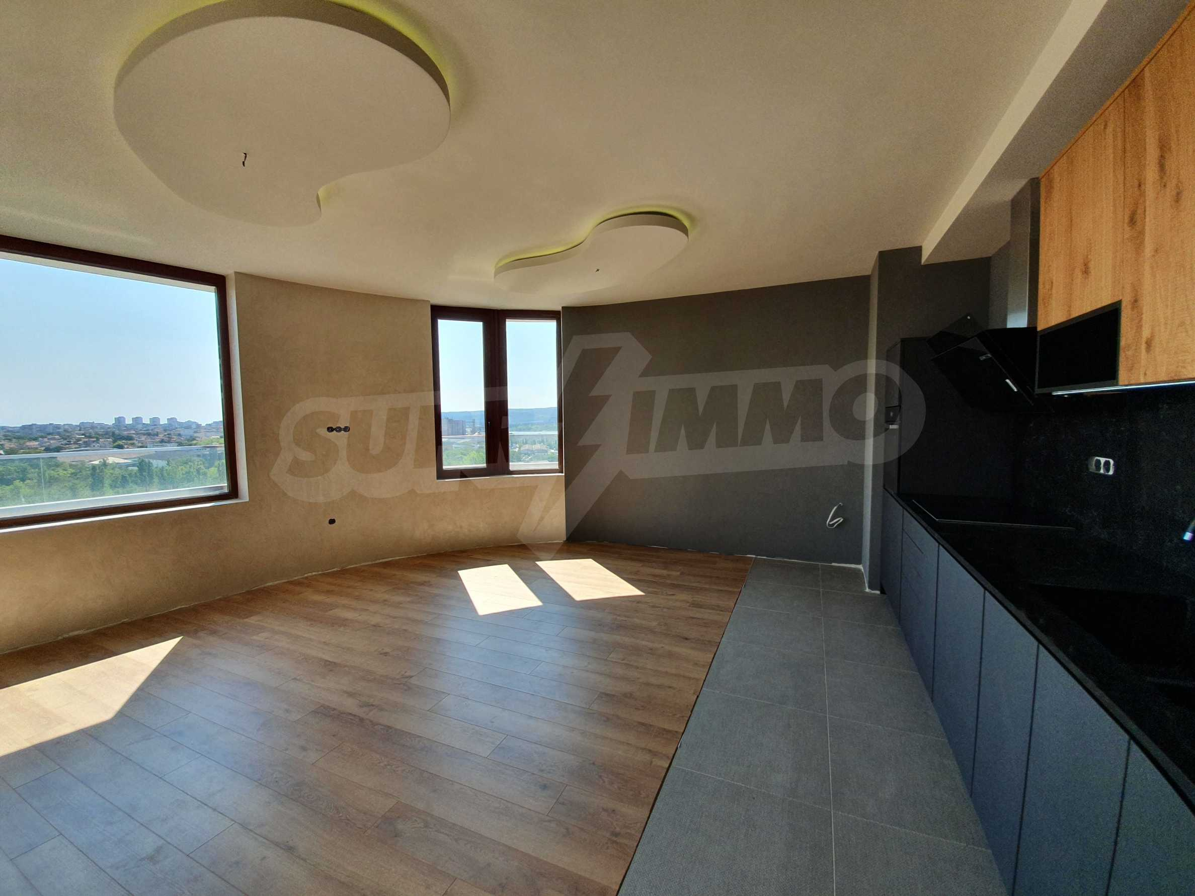 Panoramic two-bedroom apartment with views of the lake and Varna 4