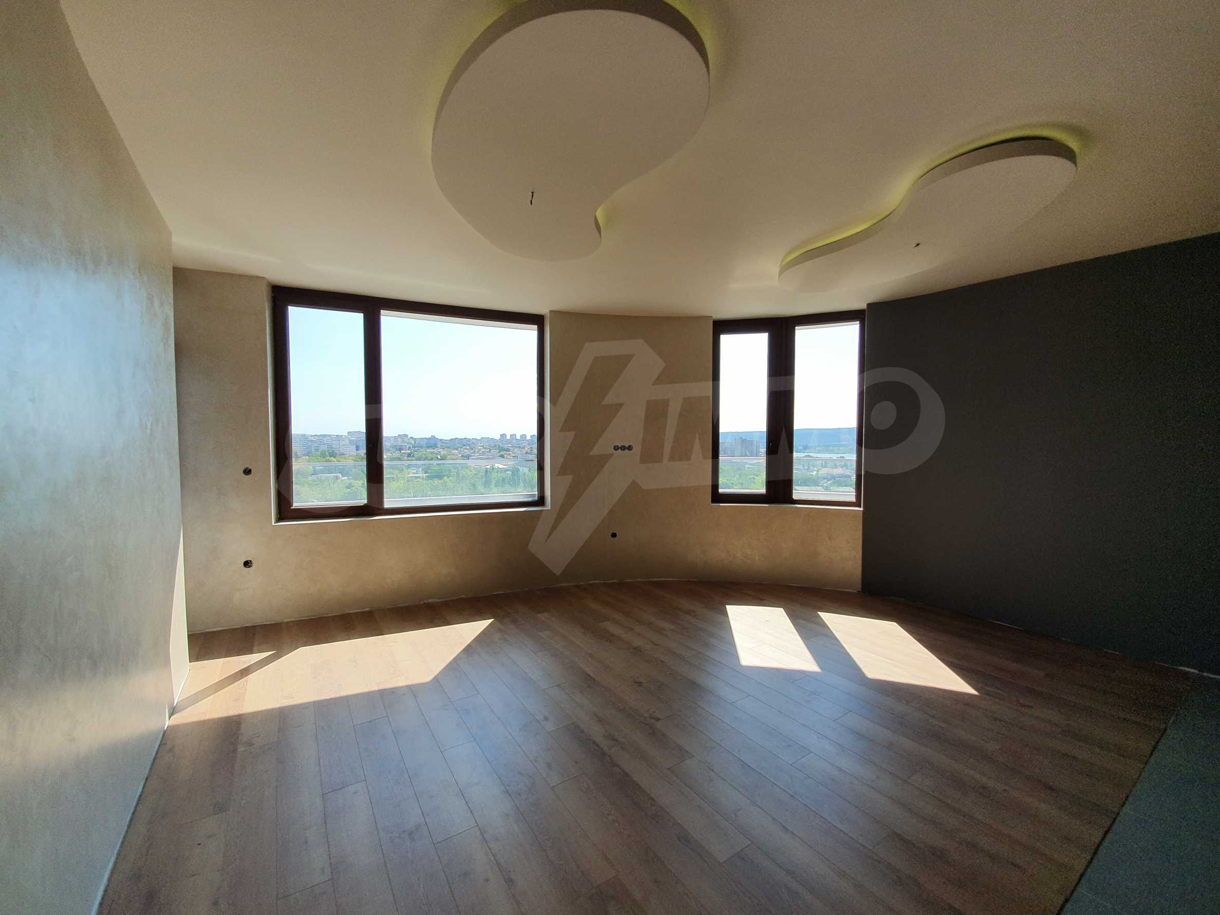 Panoramic two-bedroom apartment with views of the lake and Varna 5