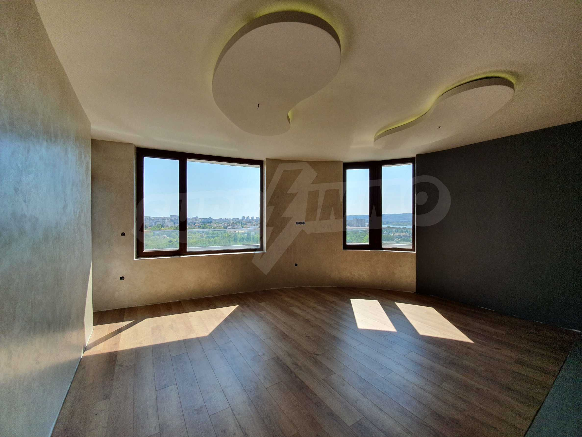 Panoramic two-bedroom apartment with views of the lake and Varna 6