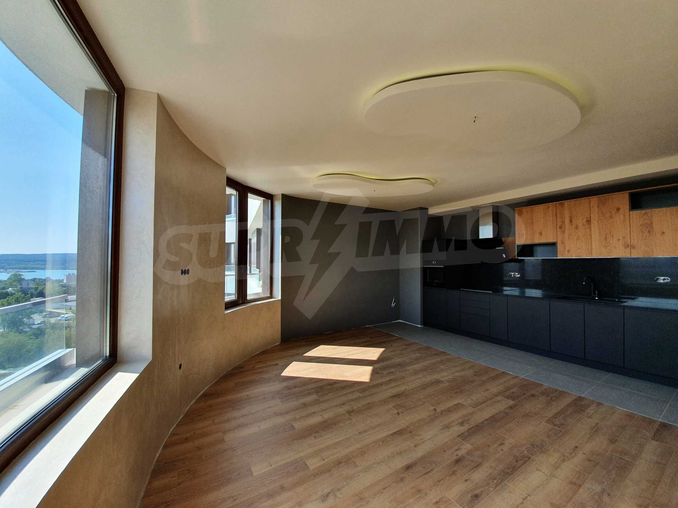 Panoramic two-bedroom apartment with views of the lake and Varna 7