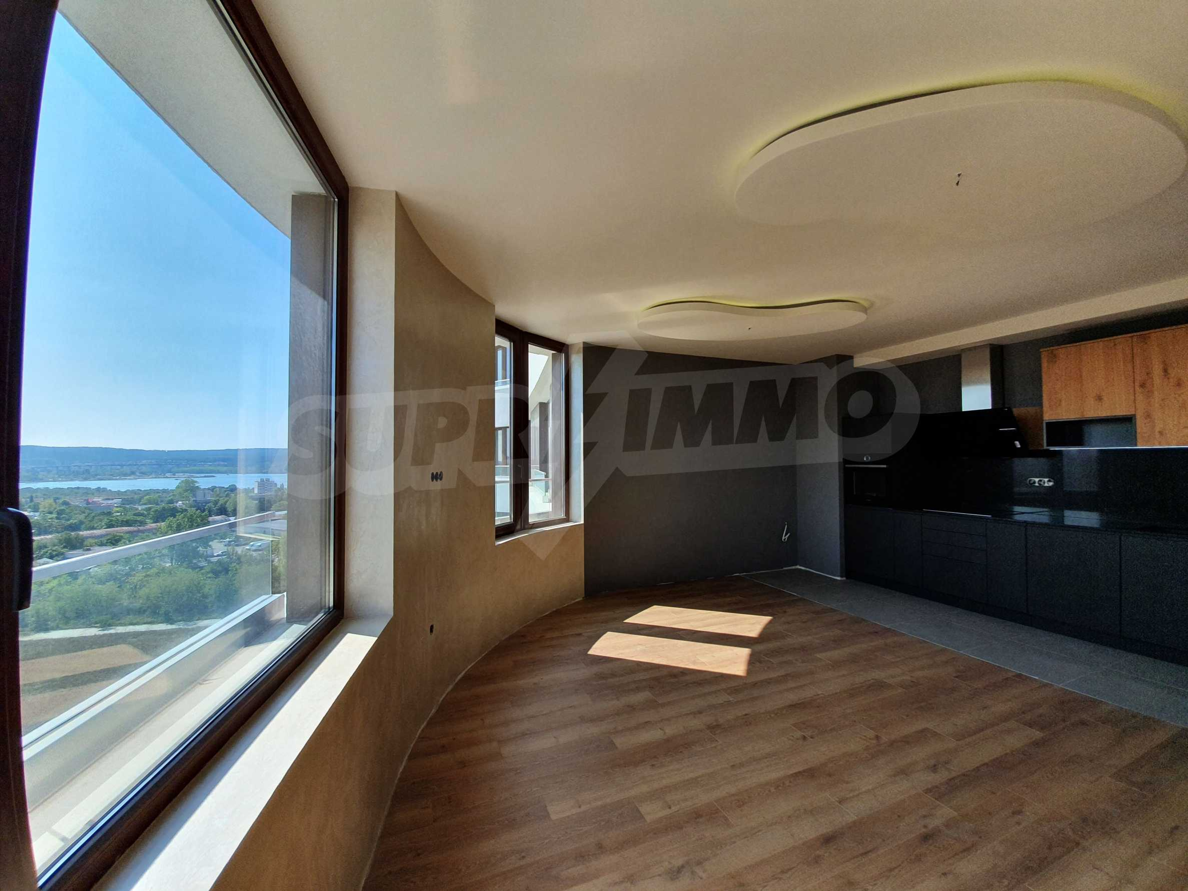 Panoramic two-bedroom apartment with views of the lake and Varna 8