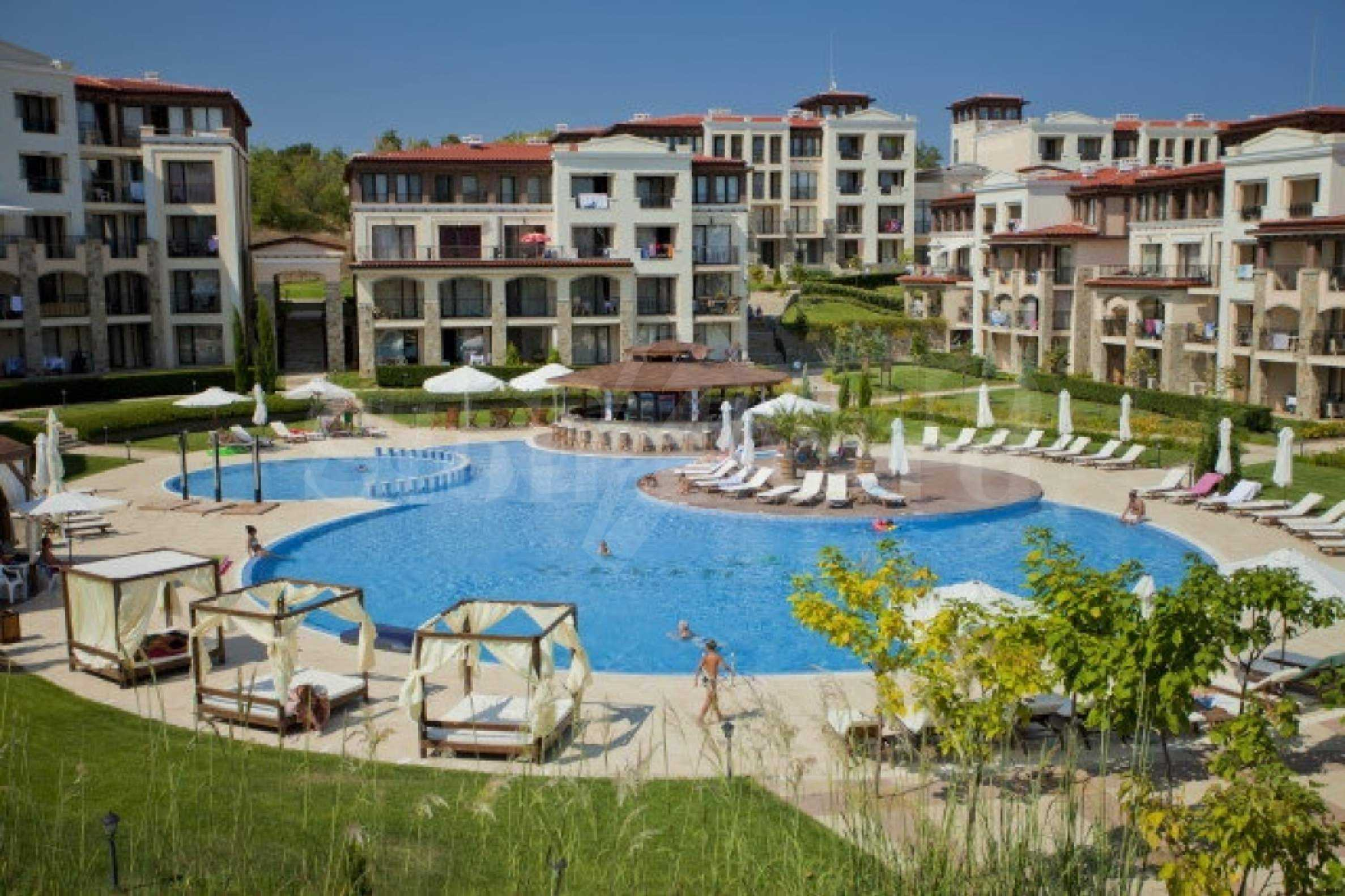 Fully furnished one-bedroom studio apartment in an elite complex in Kavatsite