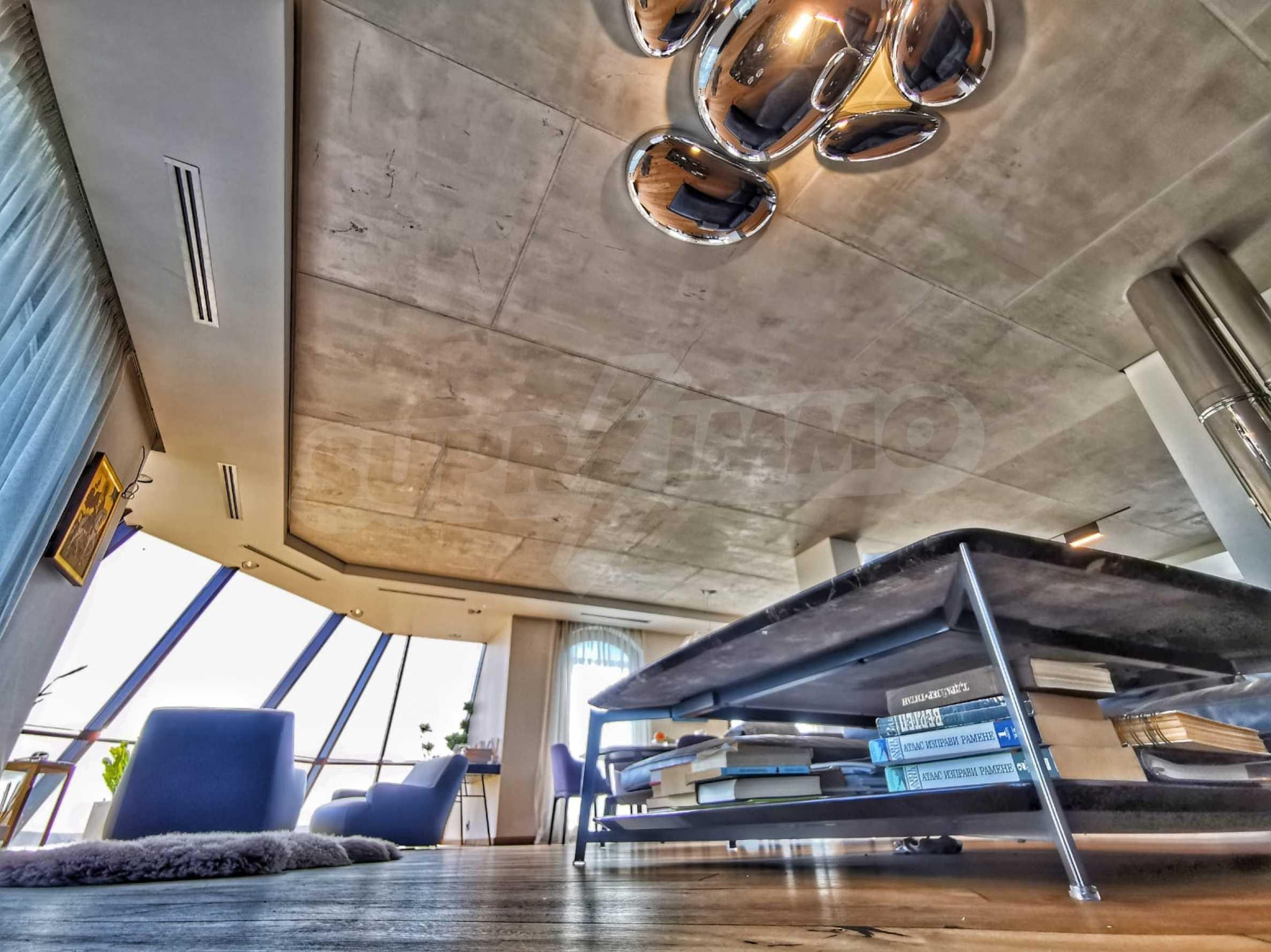 Пентхаус Diamond - дизайнерски имот с гледка море под наем в идеалния център 2