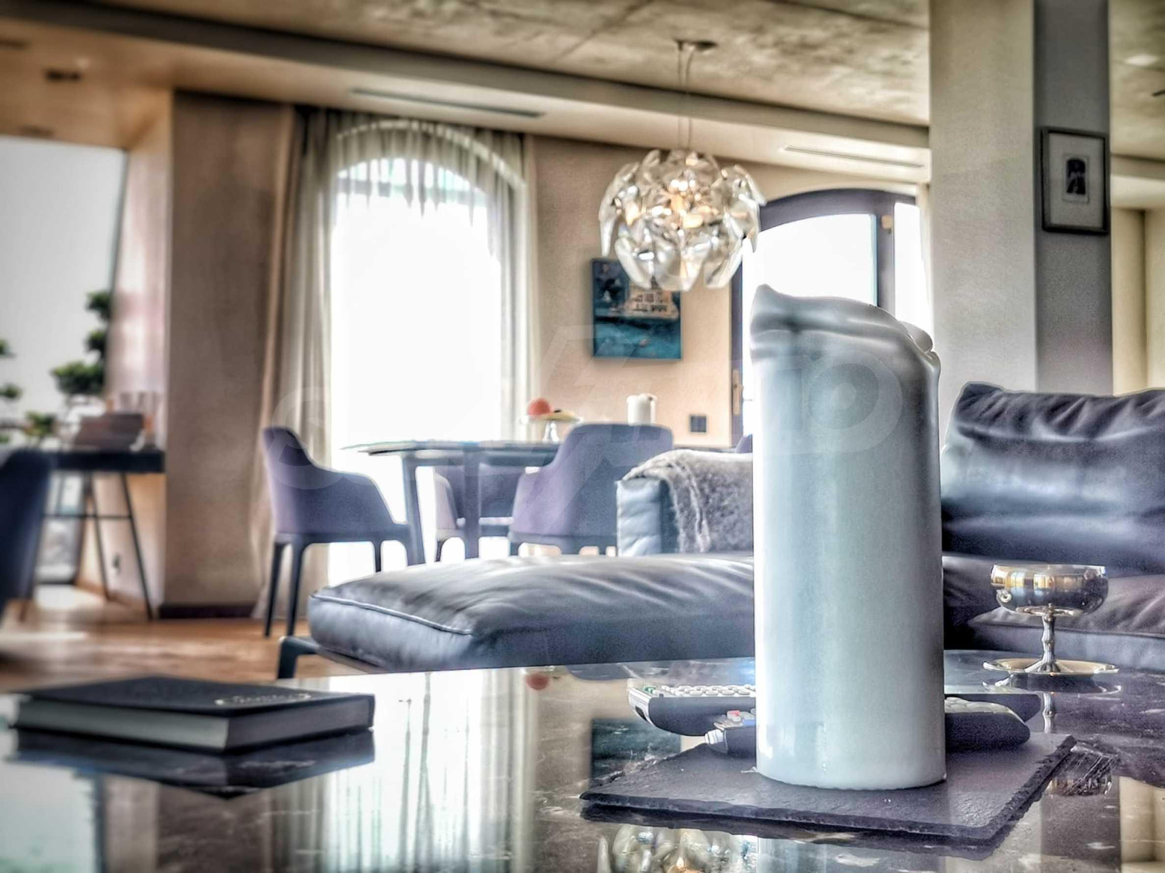Пентхаус Diamond - дизайнерски имот с гледка море под наем в идеалния център 3
