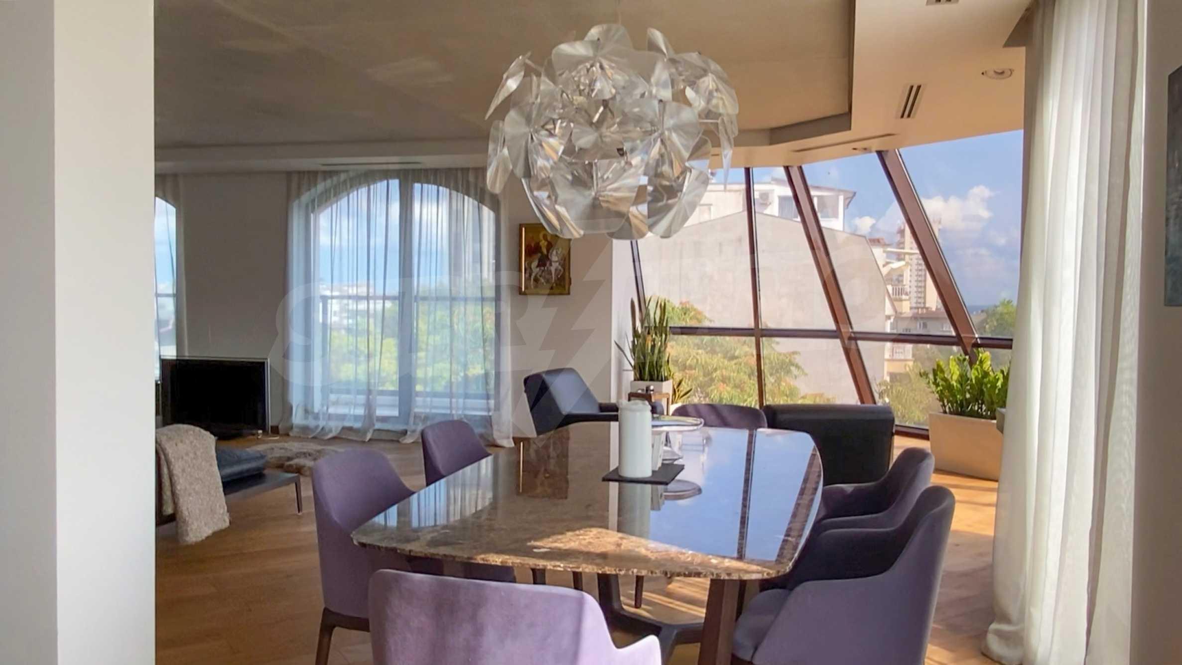 Пентхаус Diamond - дизайнерски имот с гледка море под наем в идеалния център 4